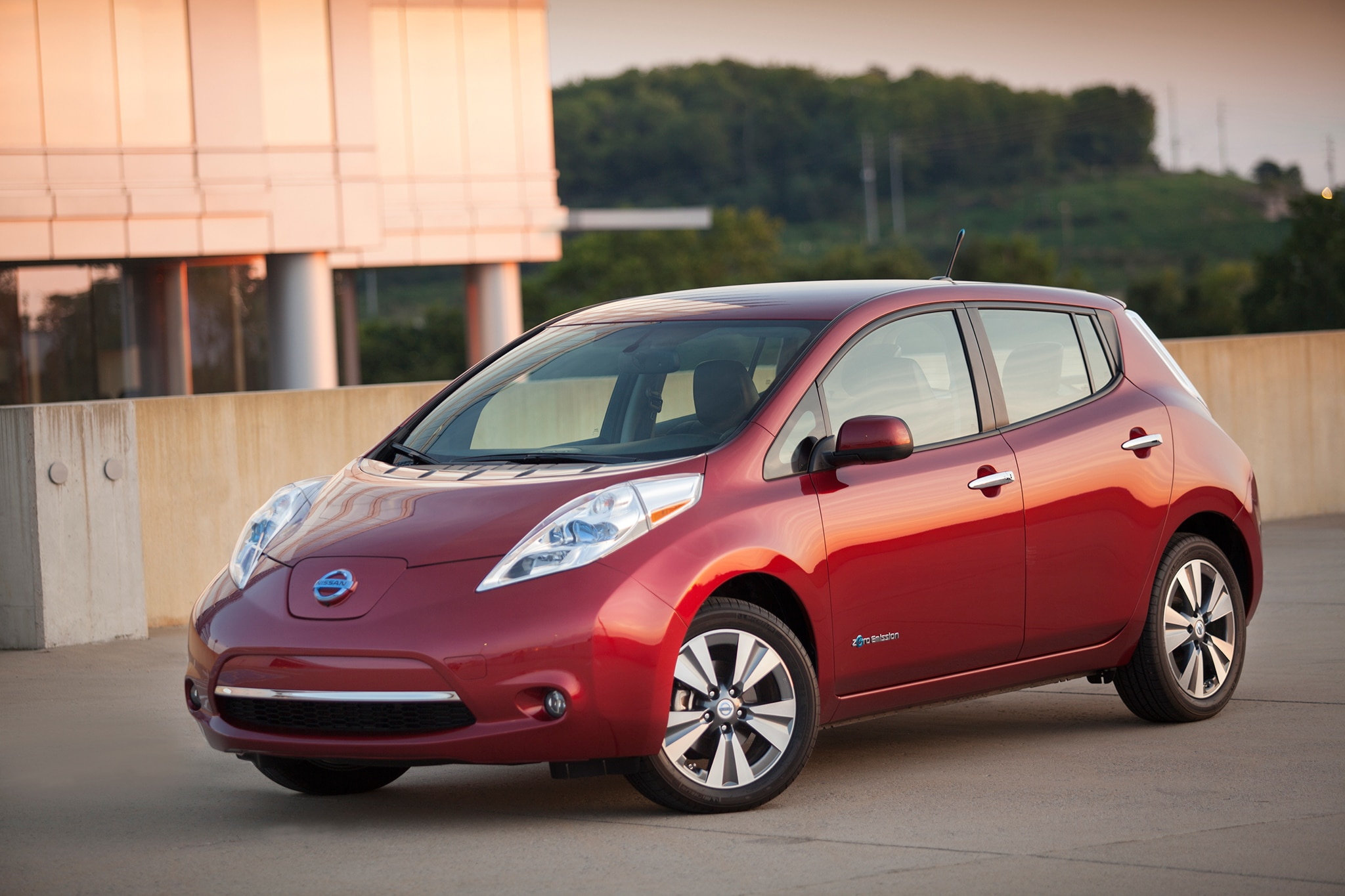 2014 Nissan LEAF Three Quarters View2