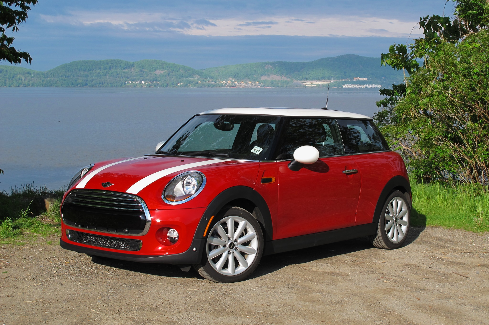 2014 Mini Cooper Front Three Quarters River1