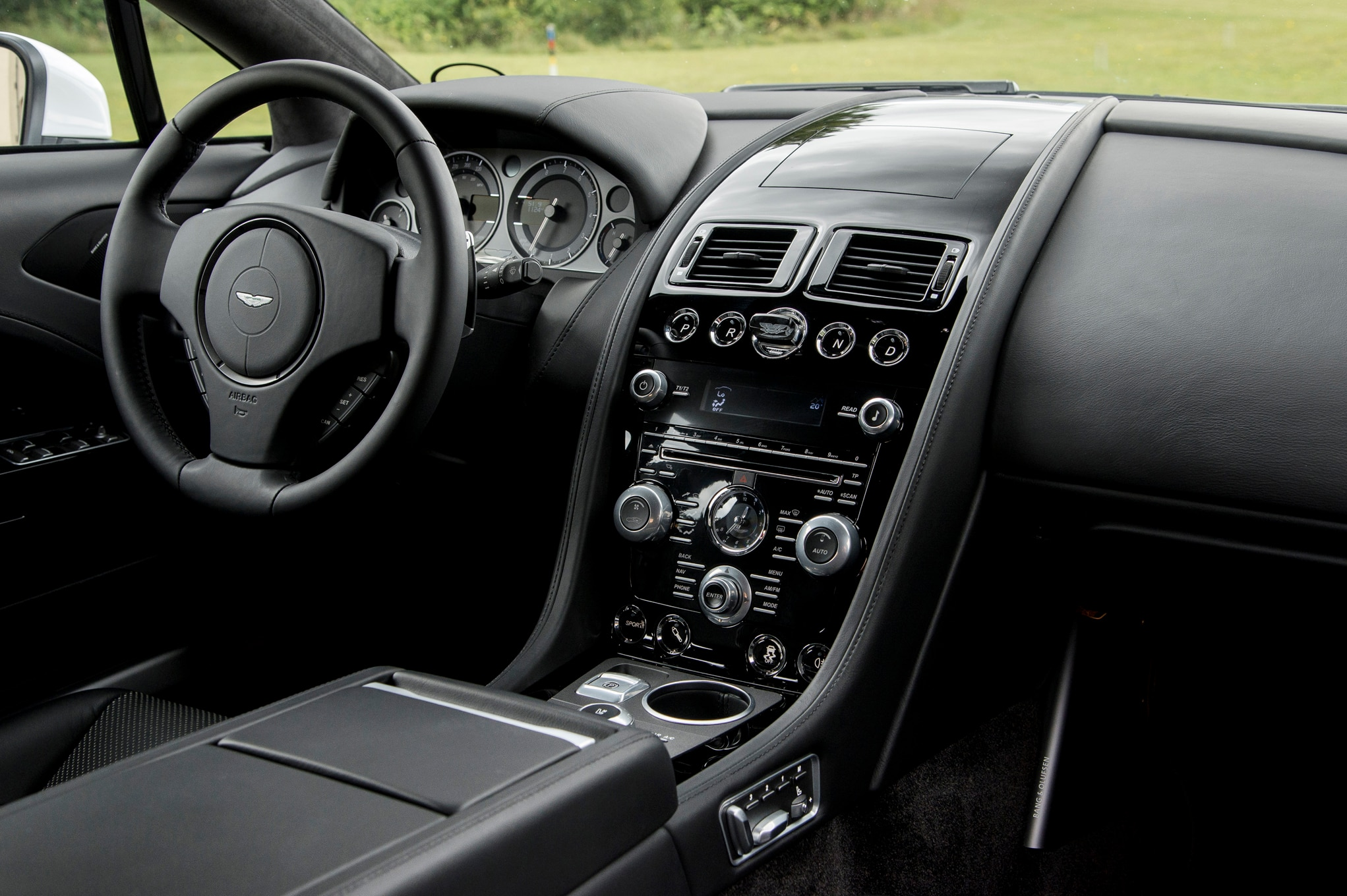 2015 aston martin vanquish rapide s review for Interieur 2015