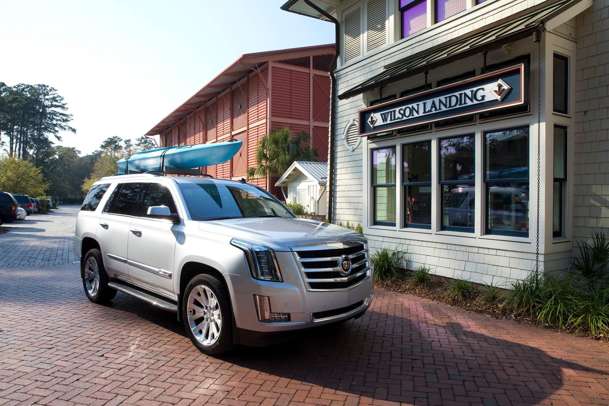 2015 Cadillac Escalade Front Three Quarter 021