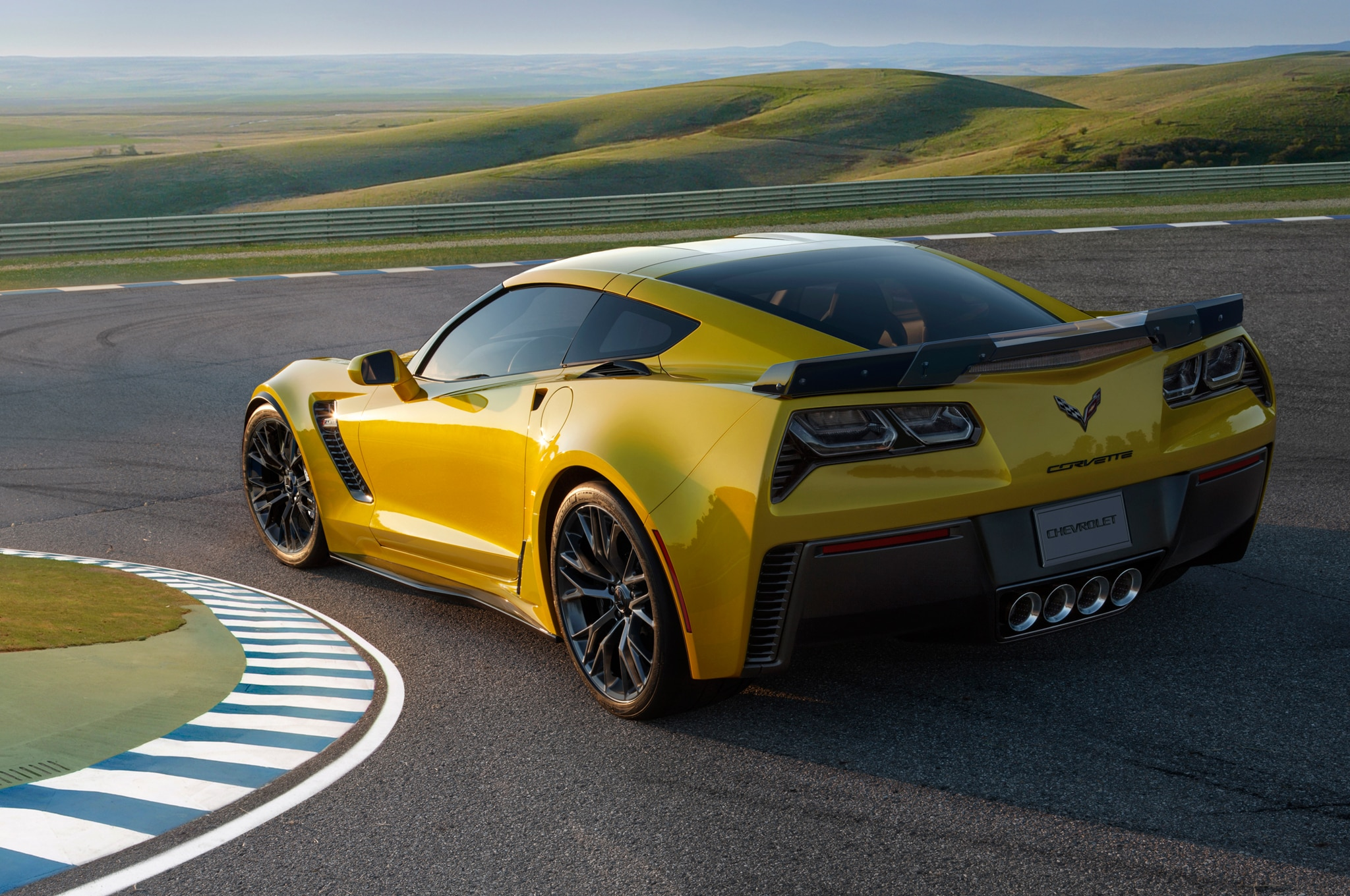 2015 Chevrolet Corvette Z06 Rear Three Quarter Turn2