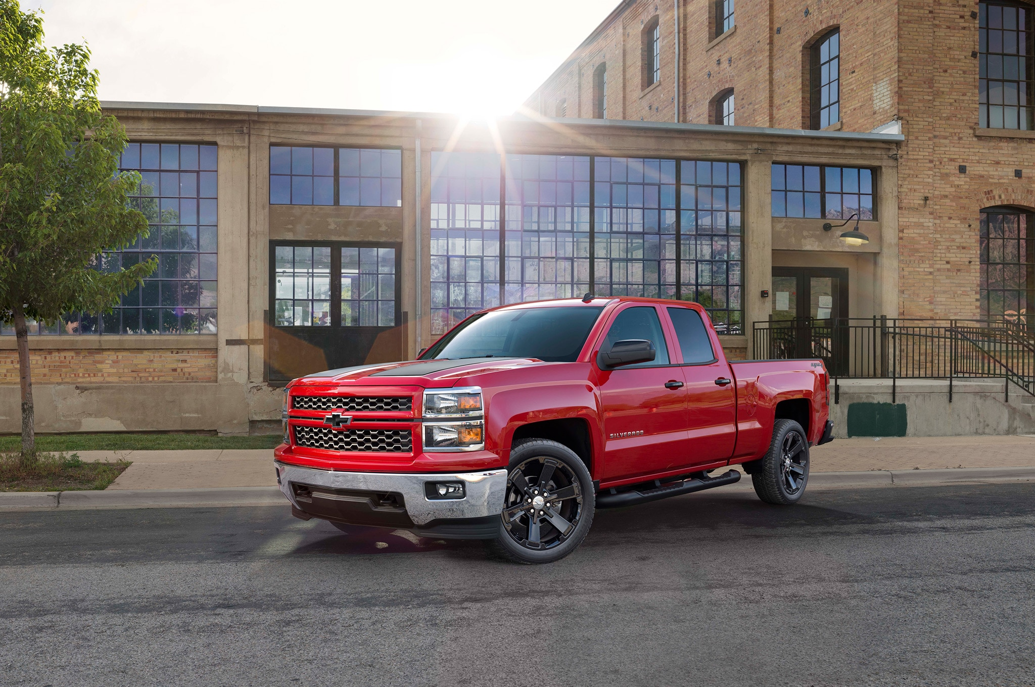 2015 Chevrolet Silverado 1500 Rally Edition Front Side View Wide Shot1