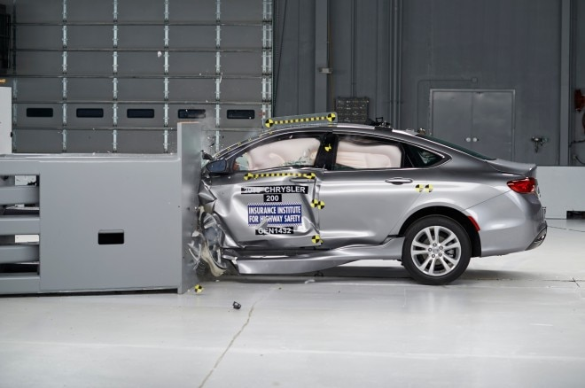 2015 Chrysler 200 IIHS Small Overlap Frontal Test Crash1 660x438