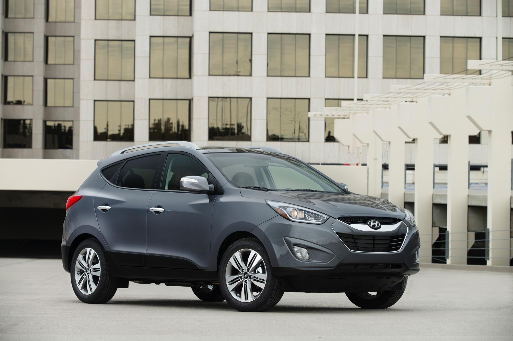 2015 Hyundai Tucson Front Three Quarters1