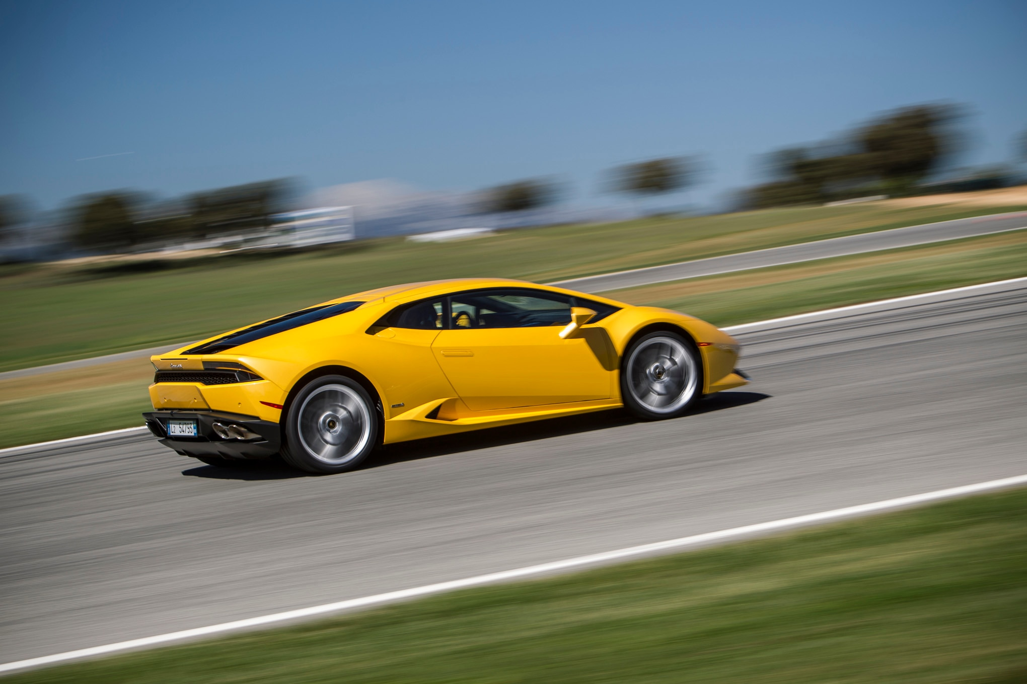 2015 Lamborghini Huracan LP 610 4 Track Yellow Rear Three Quarters1