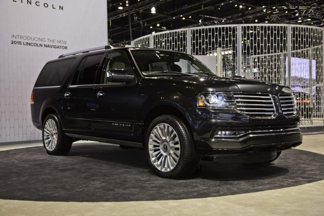 2015 Lincoln Navigator Front Three Quarters1 660x440