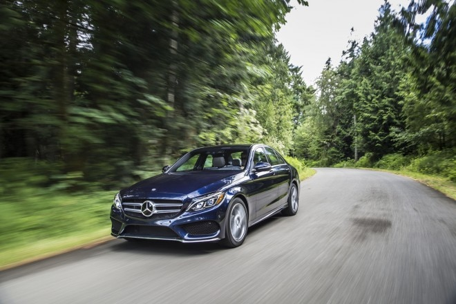 2015 Mercedes Benz C400 4Matic Front Three Quarter In Motion 051 660x440