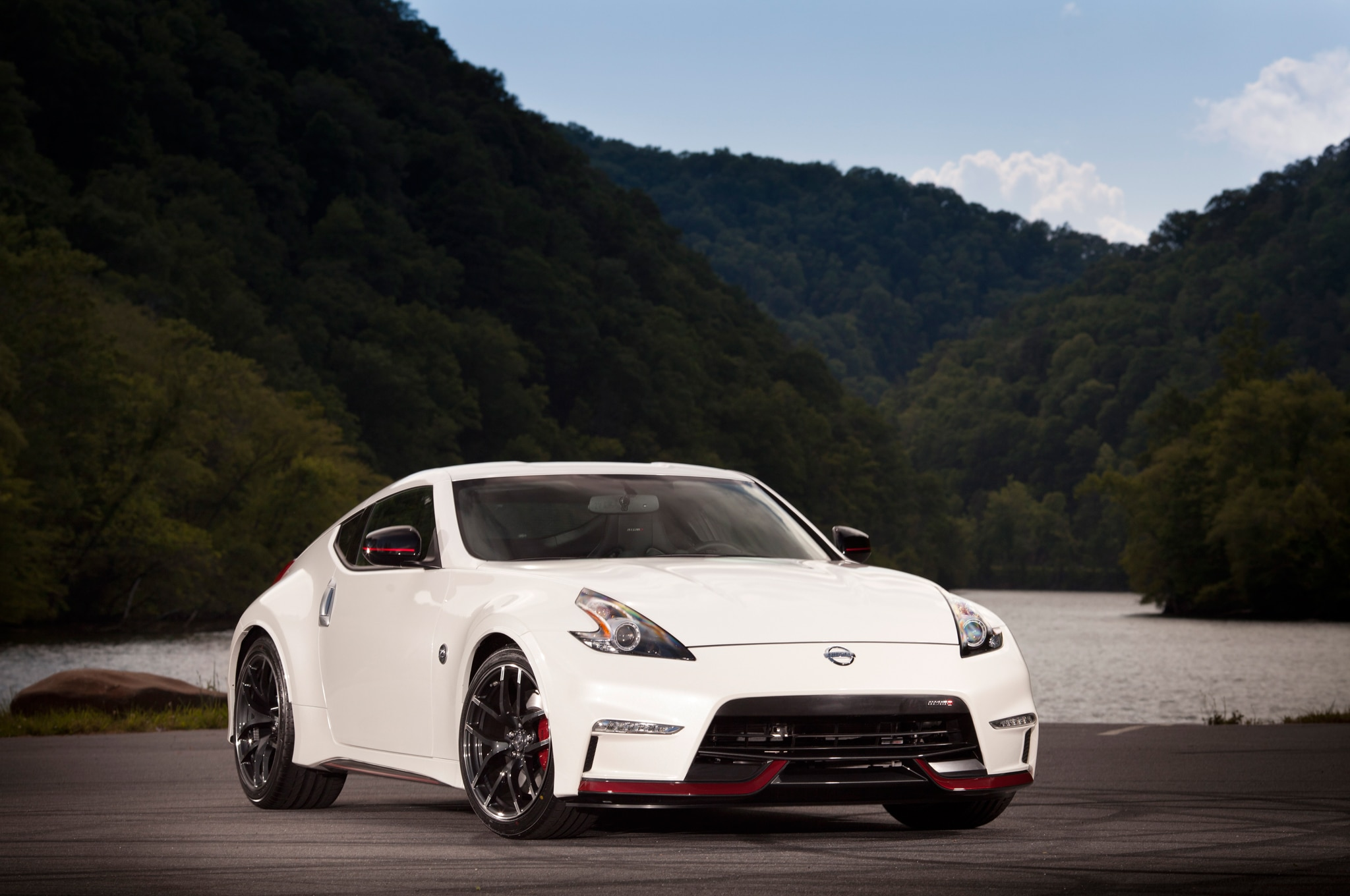 2015 nissan 370z nismo price falls 1030 to 42 800. Black Bedroom Furniture Sets. Home Design Ideas