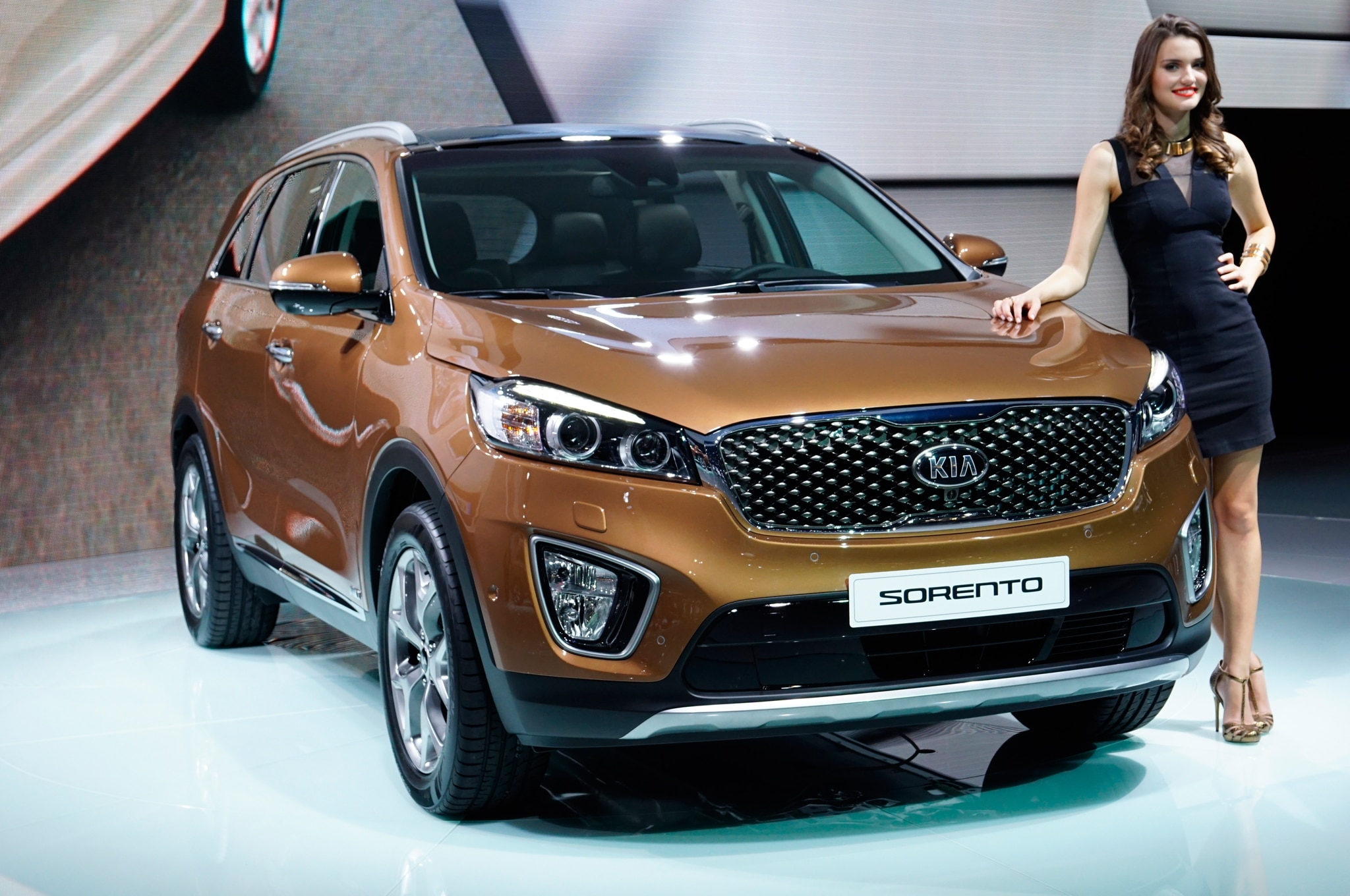 2016 Kia Sorento European Spec Front Three Quarter2