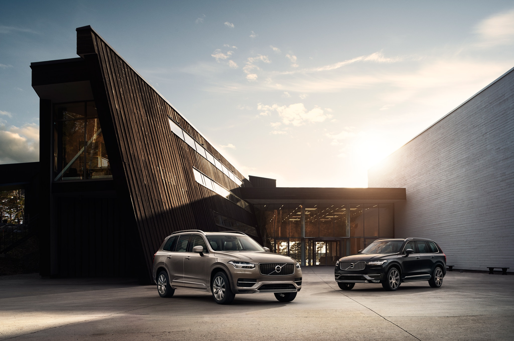 2016 Volvo XC90 Front Three Quarter2