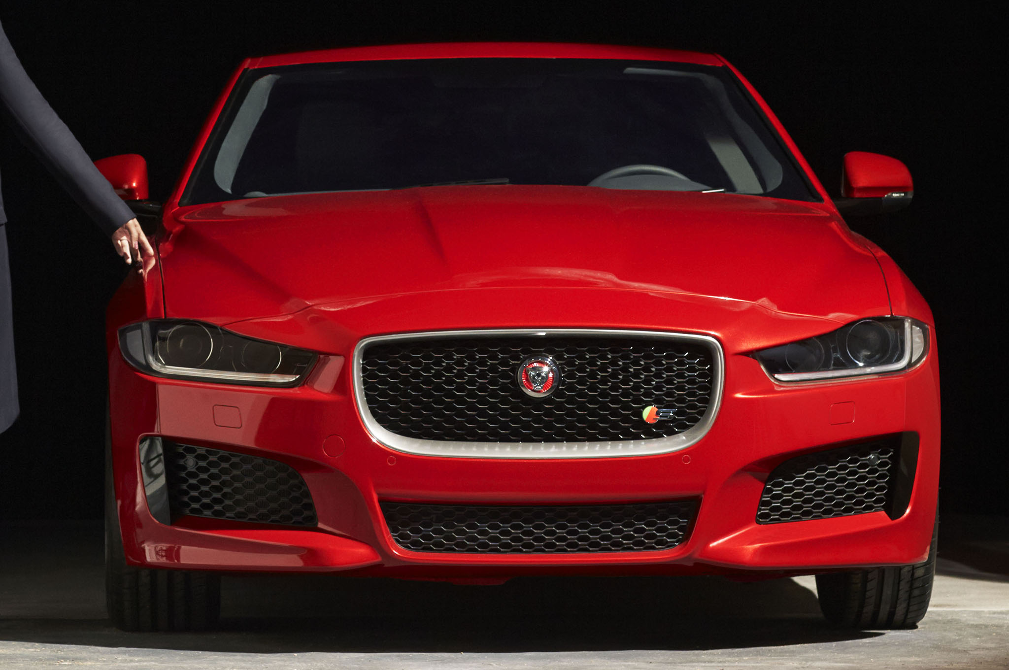 2016 Jaguar Xe Front End S Badge1