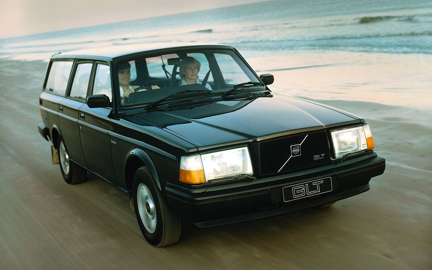 volvo celebrates 40 year anniversary of the volvo 240. Black Bedroom Furniture Sets. Home Design Ideas