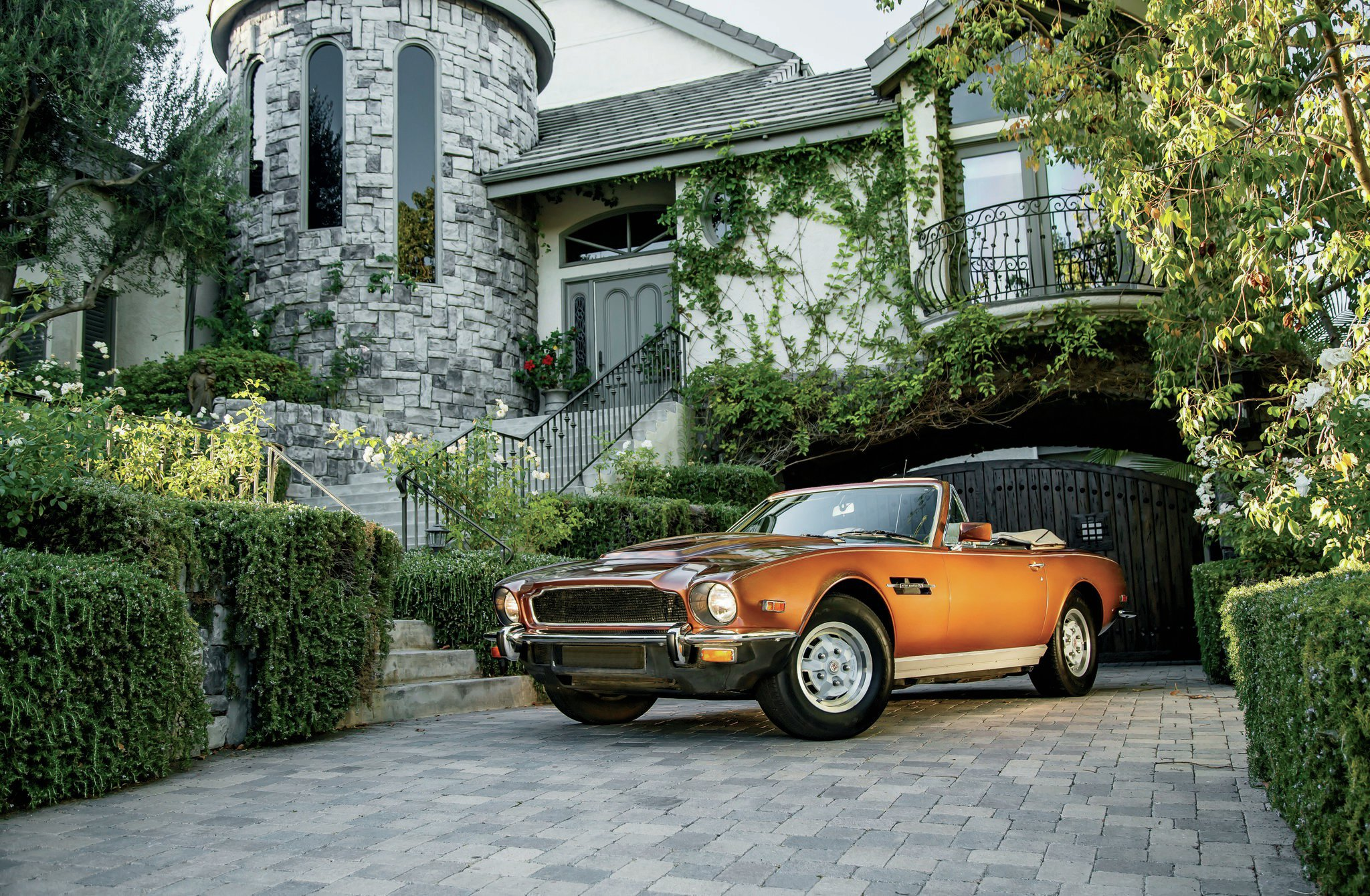 1972 1989 Aston Martin V8 Front Three Quarter View1