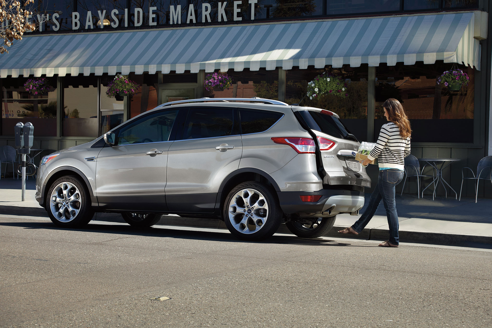 2014 Ford Escape Rear Drivers Side View Hatch Open1