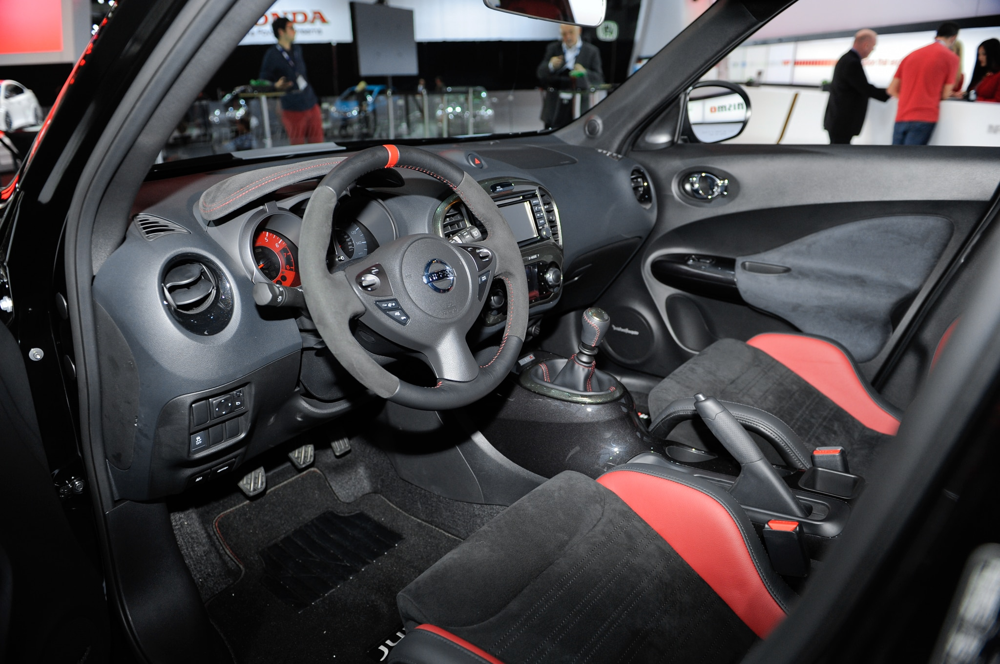 2014 nissan juke nismo rs review for Nissan juke interieur
