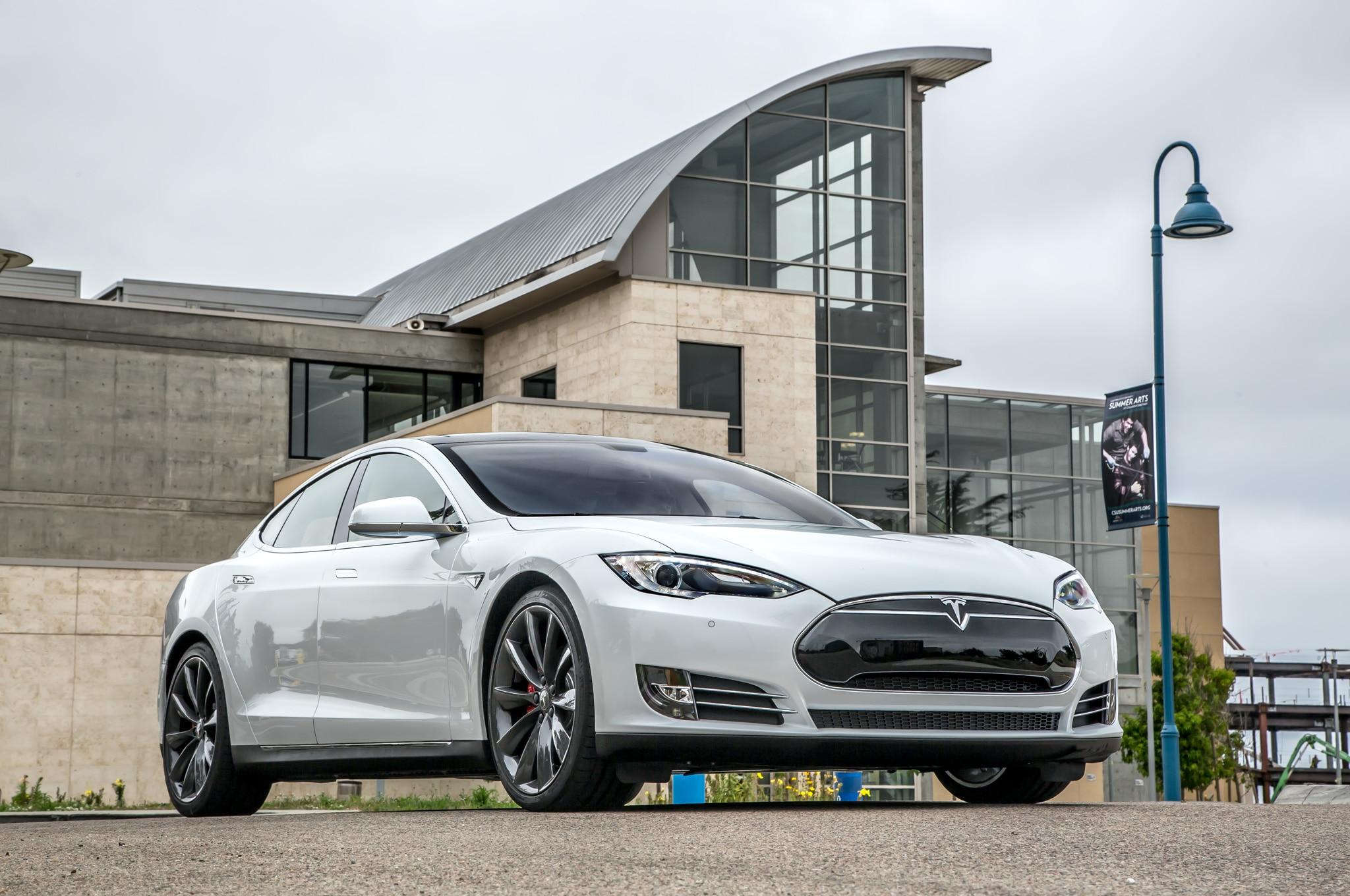 2014 Tesla Model S Front Three Quarter