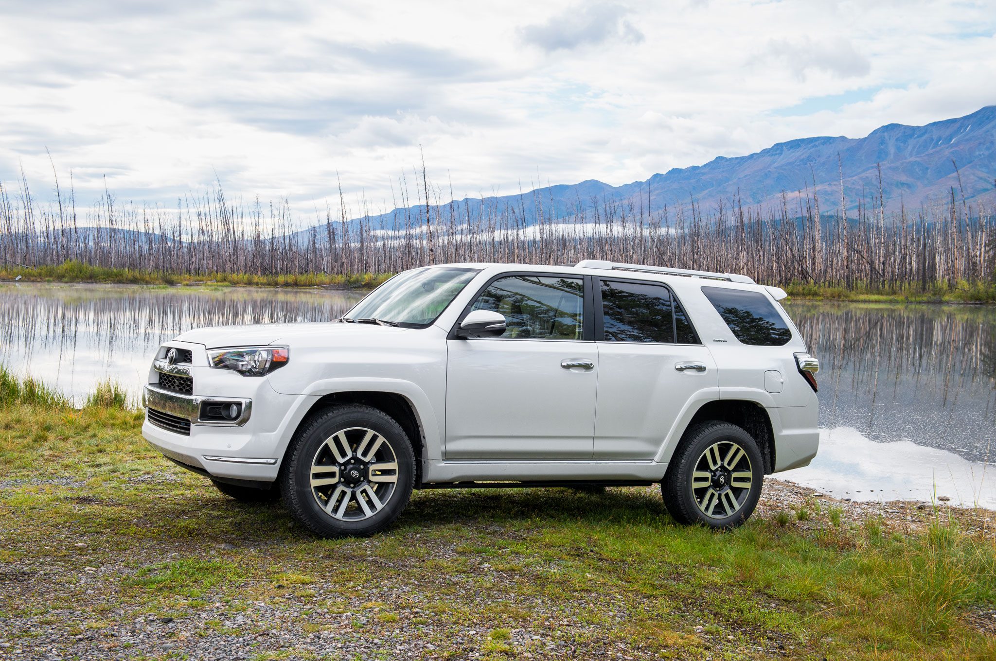 epic drives alaska s dalton highway in a 2014 toyota 4runner limited. Black Bedroom Furniture Sets. Home Design Ideas