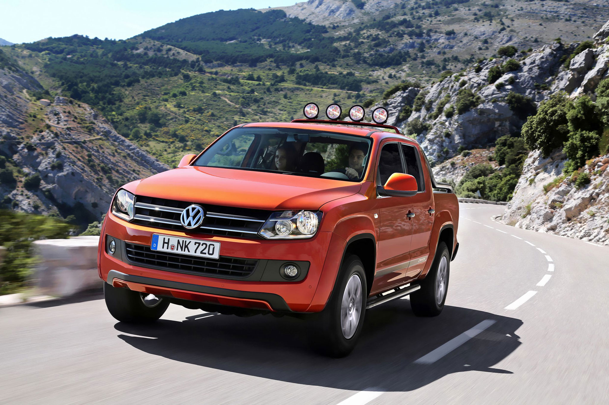 2014 Volkswagen Amarok Canyon Front Three Quarter View In Motion 1