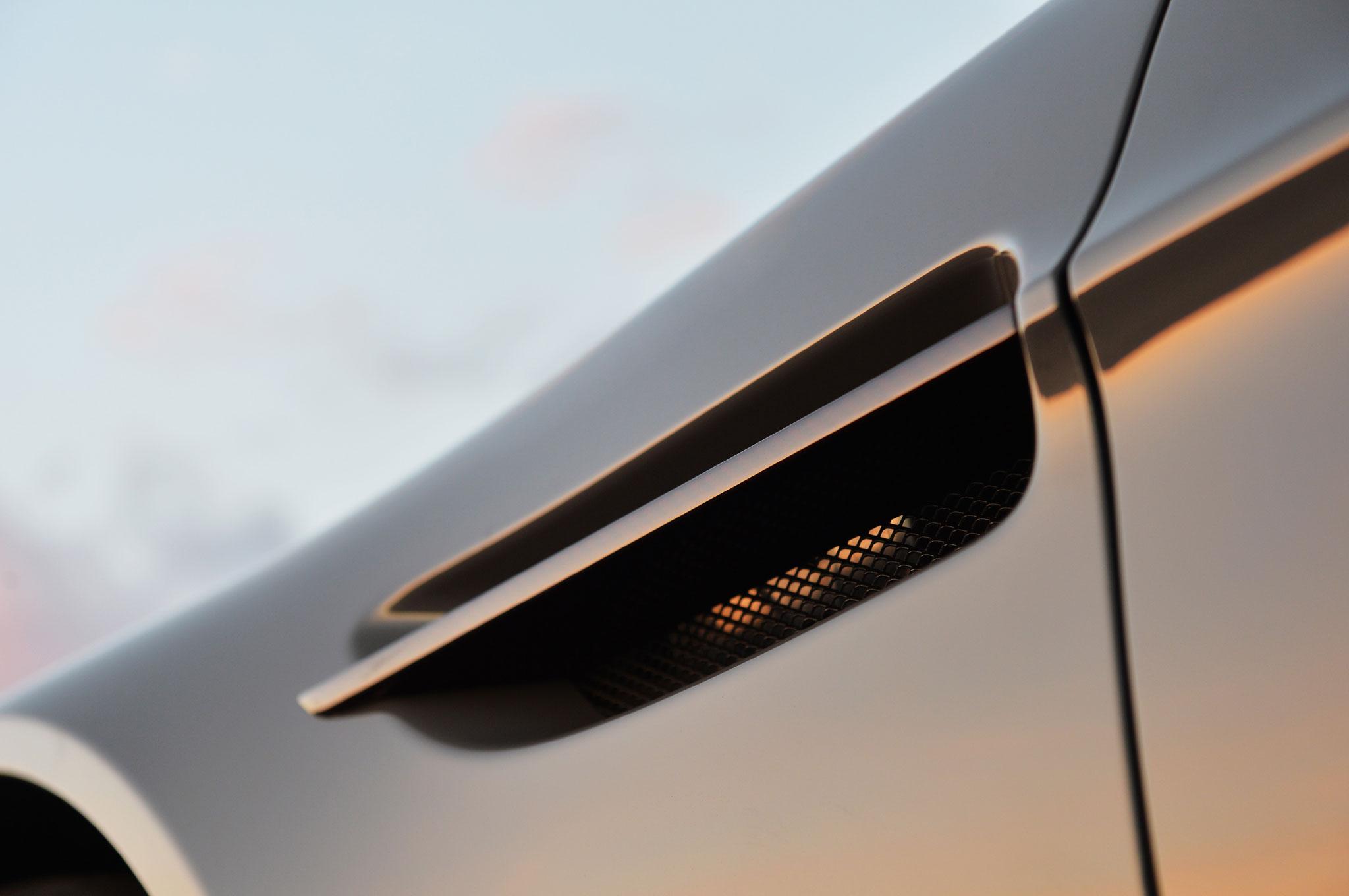 Aston Martin V Vantage S Roadster Driver Side Fender