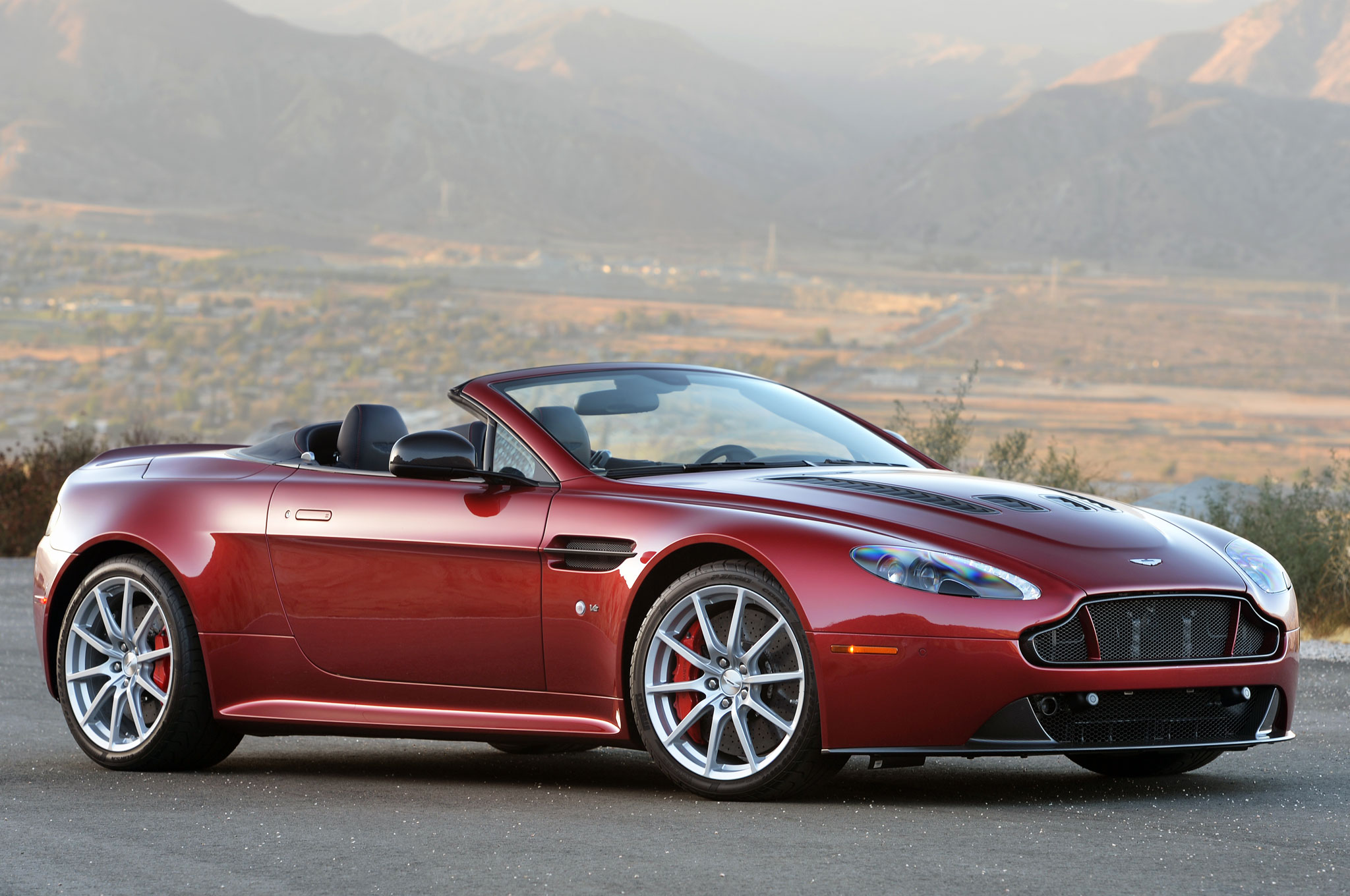 The 2017 Aston Martin V12 Vantage S Will Offer A 7-Speed