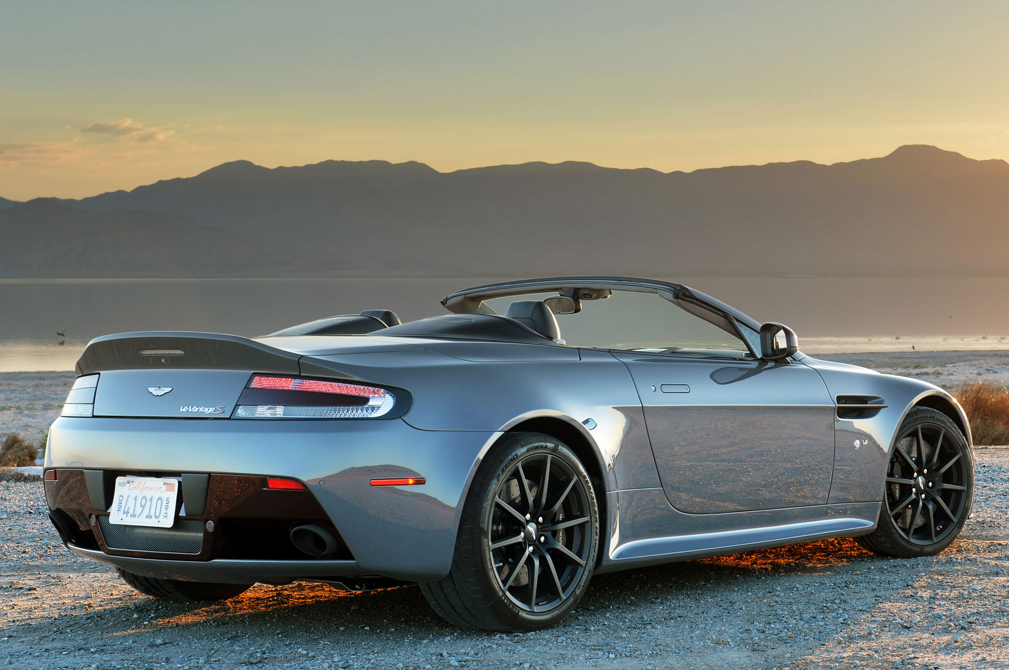 the 2017 aston martin v12 vantage s will offer a 7 speed manual. Black Bedroom Furniture Sets. Home Design Ideas