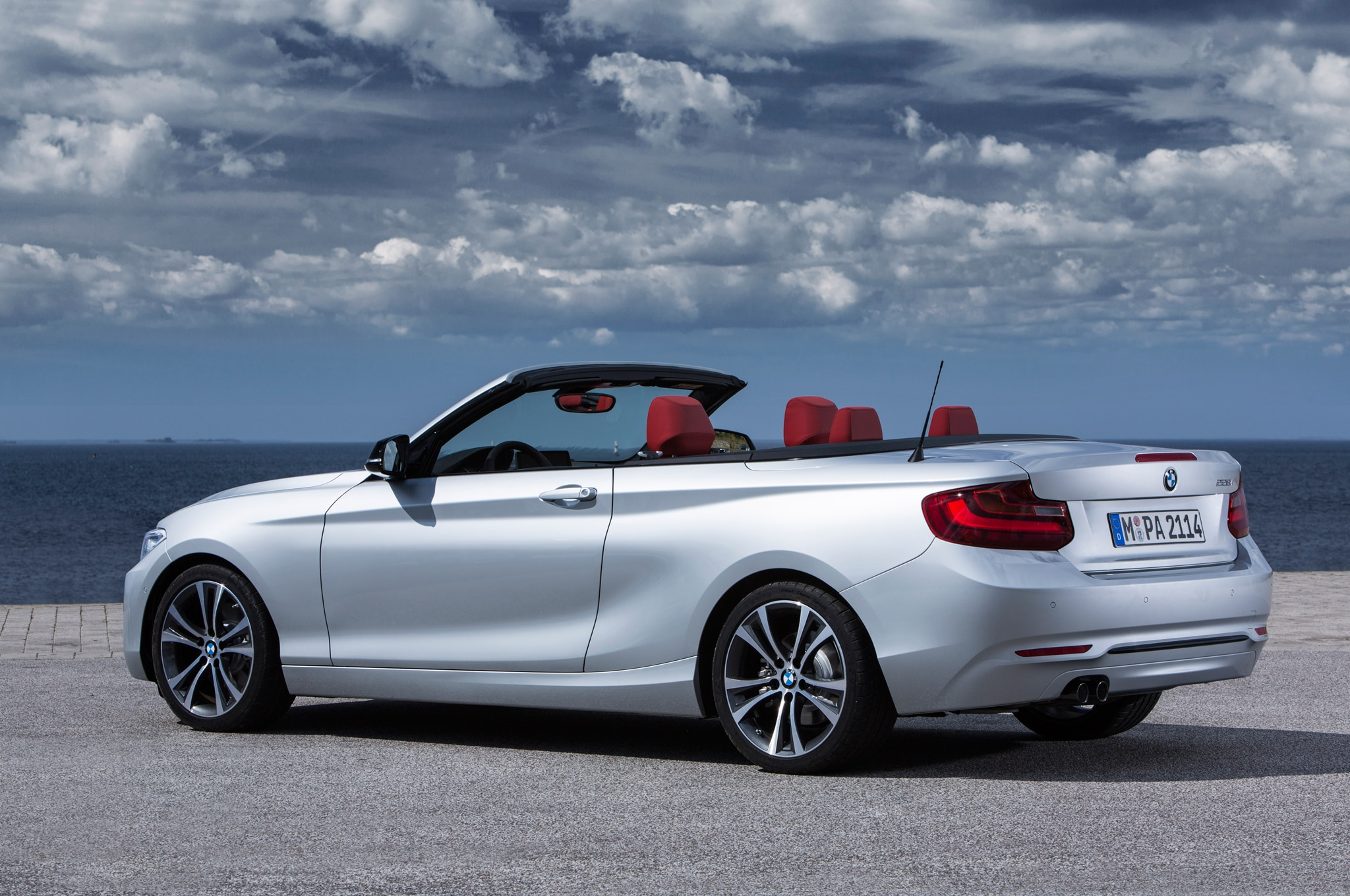 2015 bmw 2 series convertible debuts starts at 38 850. Black Bedroom Furniture Sets. Home Design Ideas