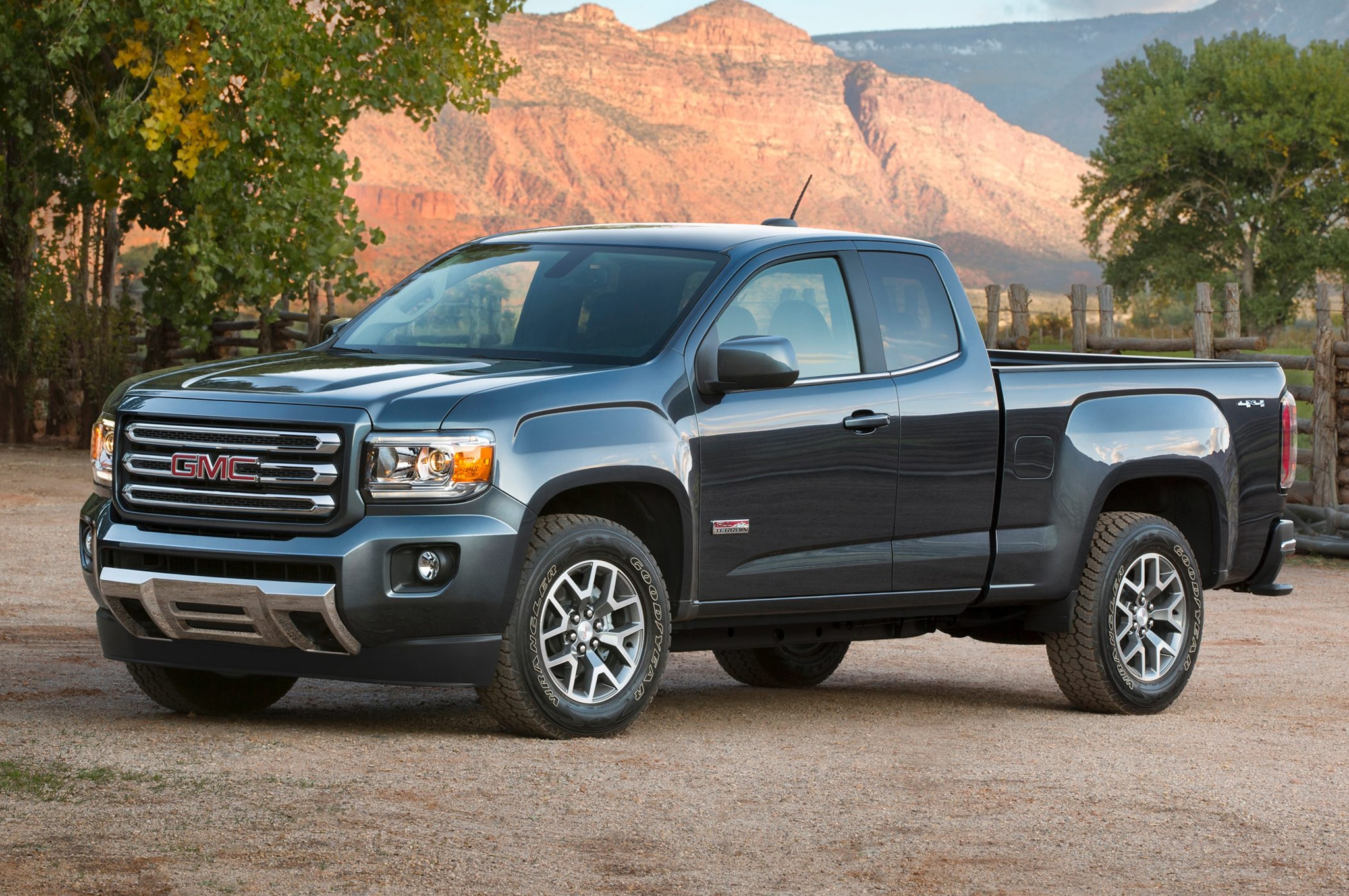 2015 GMC Canyon Front View2