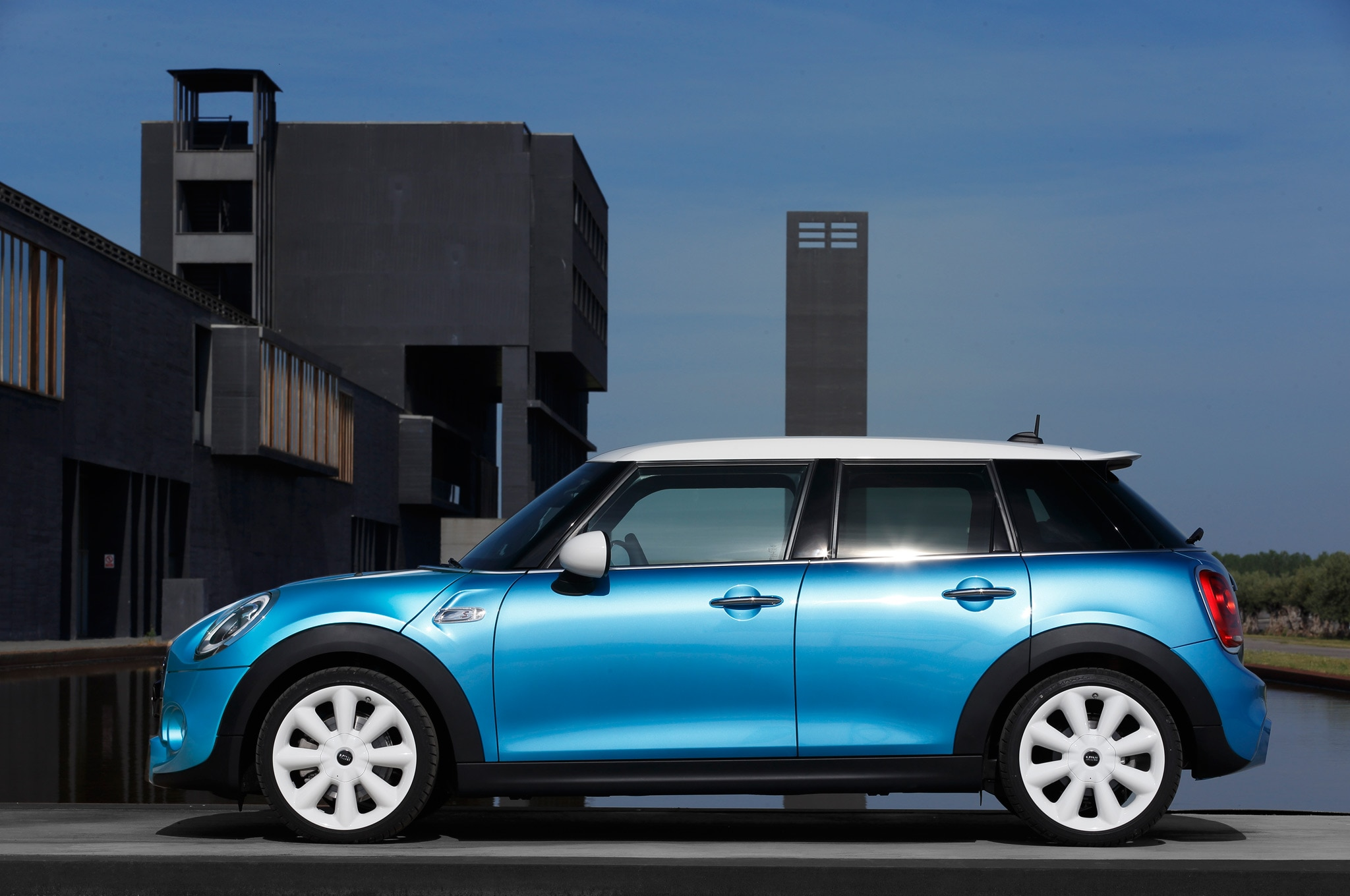 2015 mini cooper hardtop 4 door review. Black Bedroom Furniture Sets. Home Design Ideas