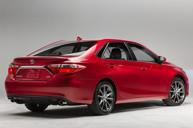 2015 Toyota Camry XSE Rear Side View Studio2 660x438