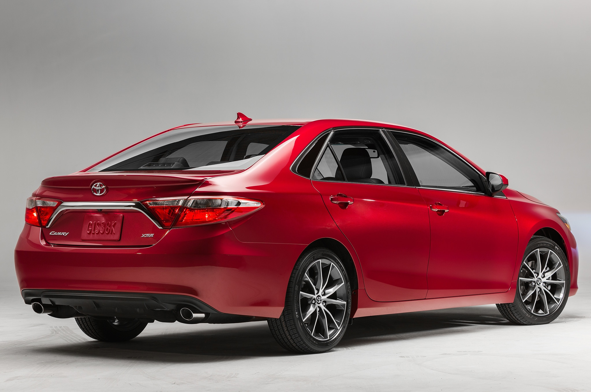 2015 Toyota Camry XSE Rear Side View Studio2