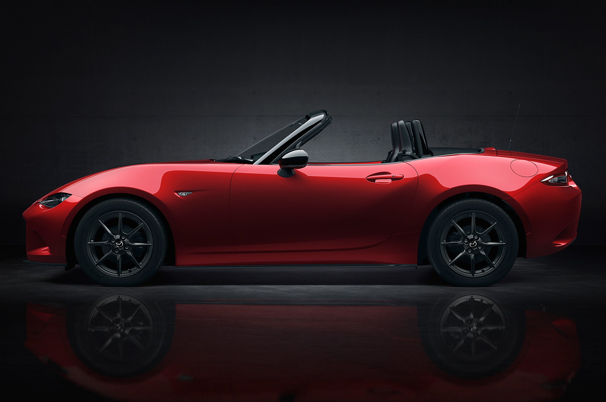 http://st.automobilemag.com/uploads/sites/11/2014/09/2016-Mazda-MX-5-Miata-side-view-top-down2.jpg