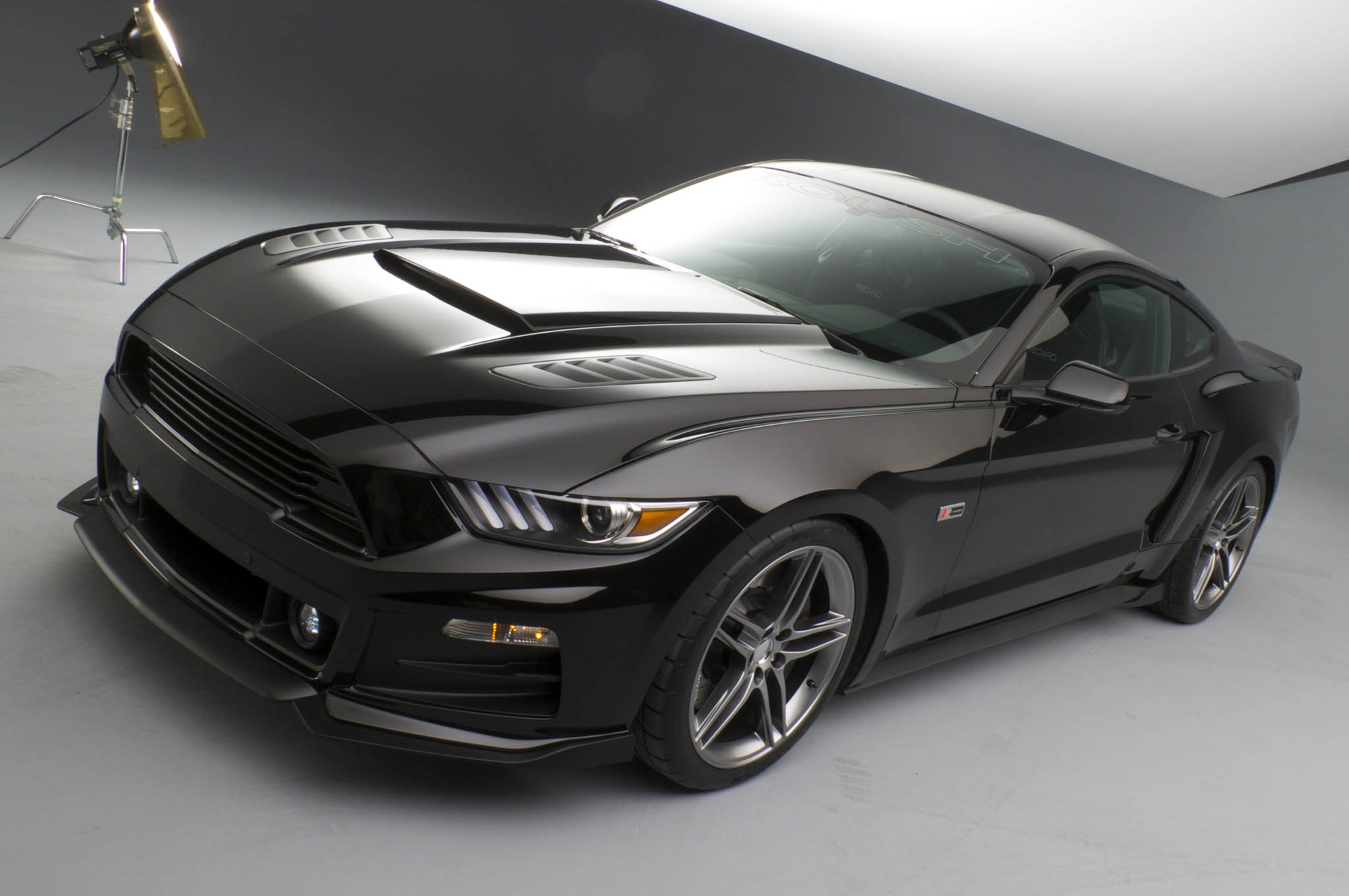 roush introduces upgrade kits   ford mustang