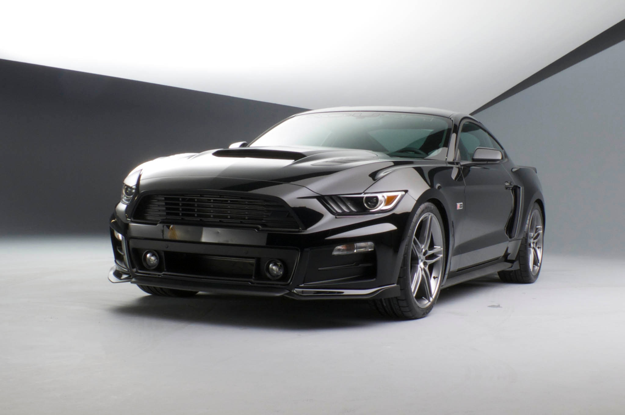 Roush 2015 Ford Mustang Front Three Quarters 051