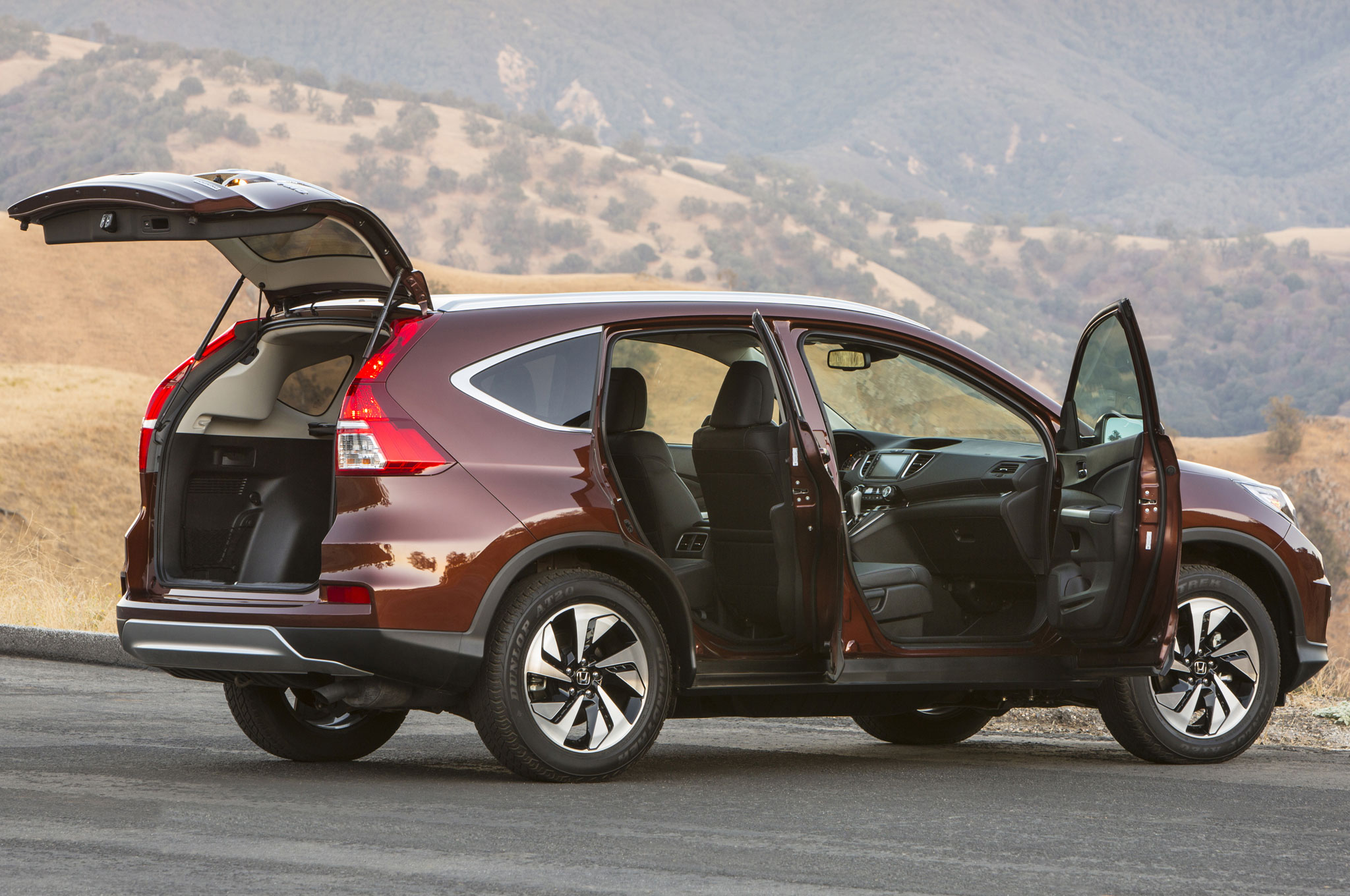 2015 honda cr v wins motor trend suv of the year for Is a honda crv a suv