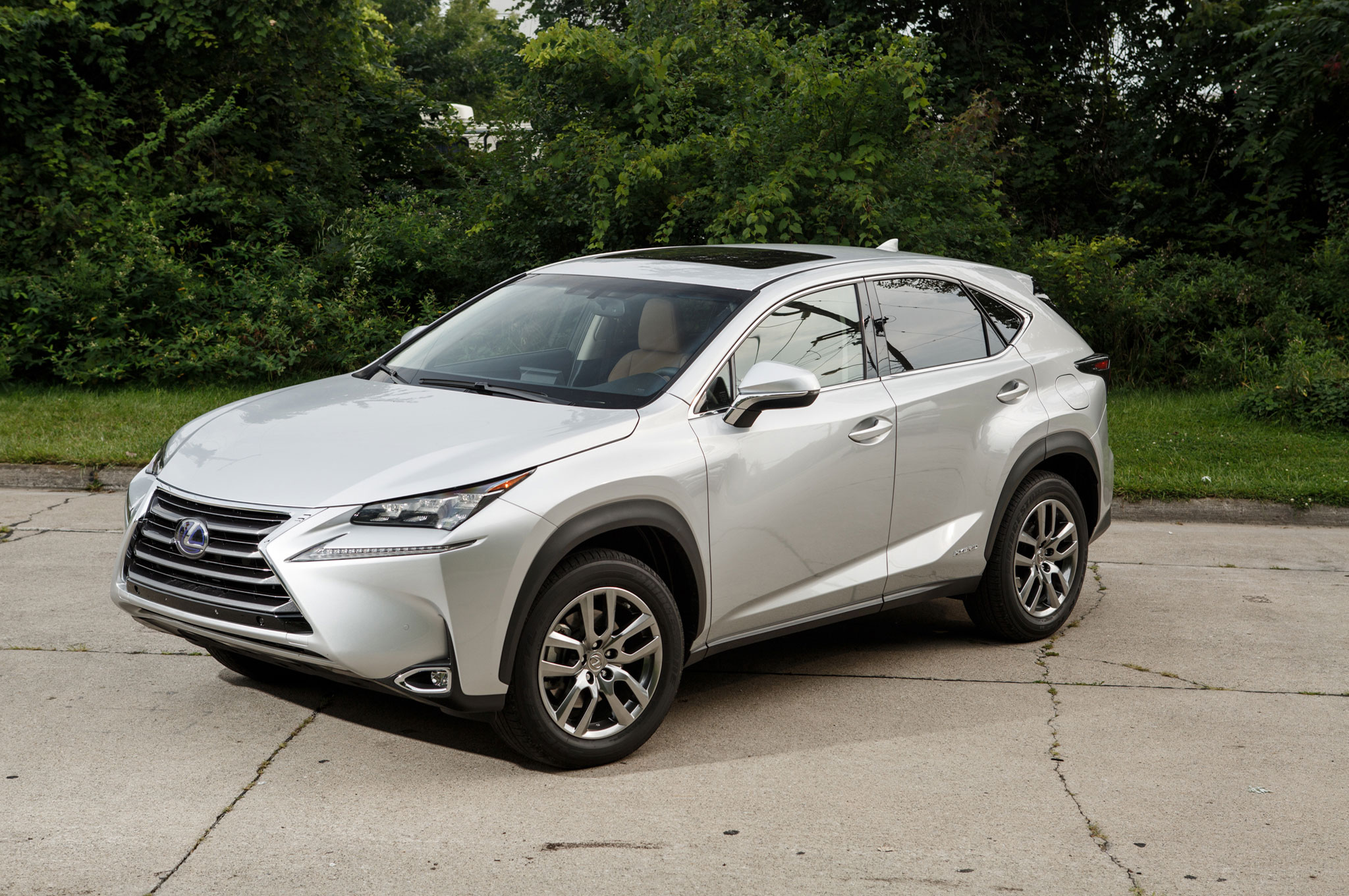2015 Lexus NX 300h Front Three Quarter View 2