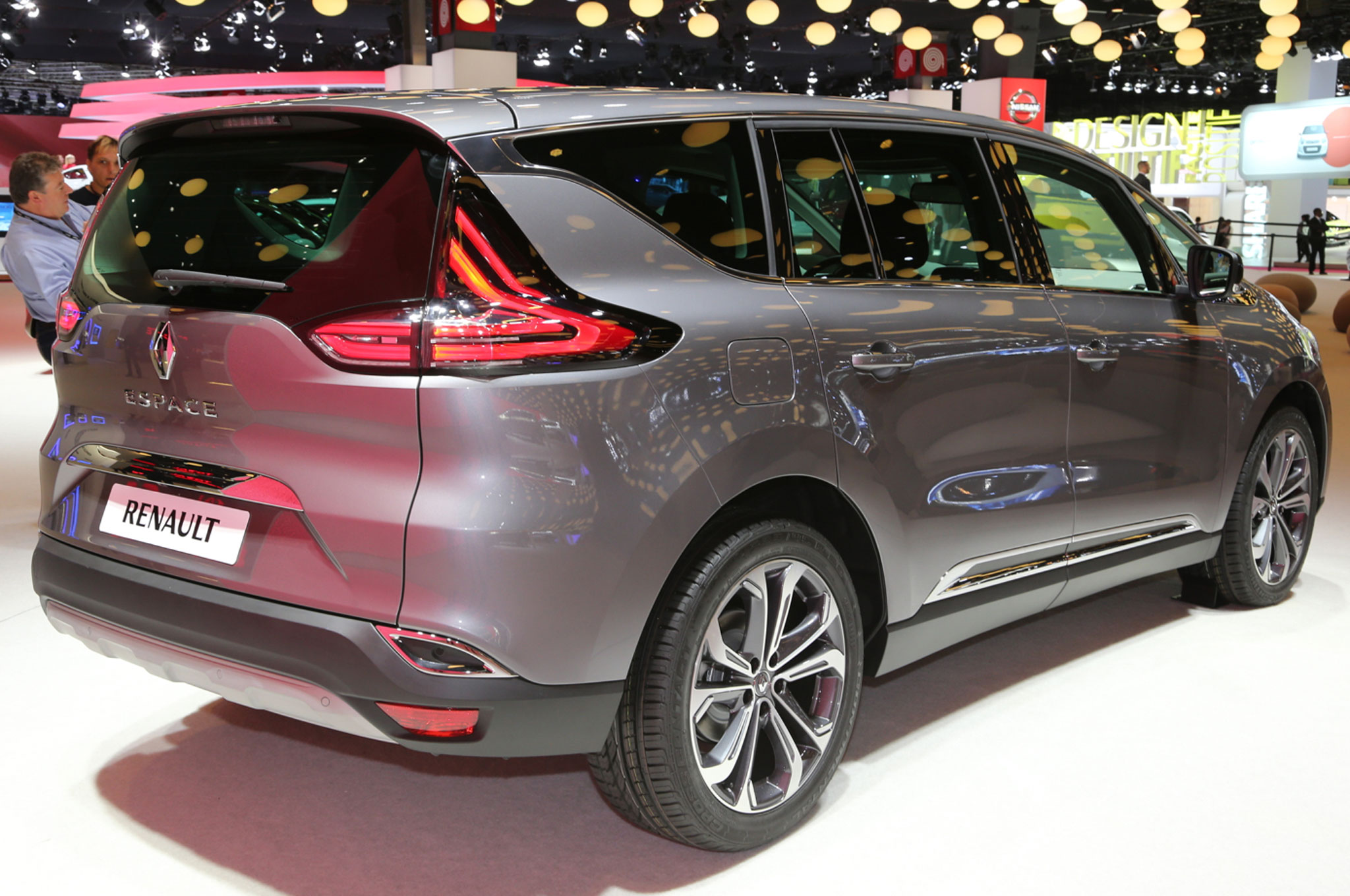 renault shows off production ready espace crossover in paris. Black Bedroom Furniture Sets. Home Design Ideas