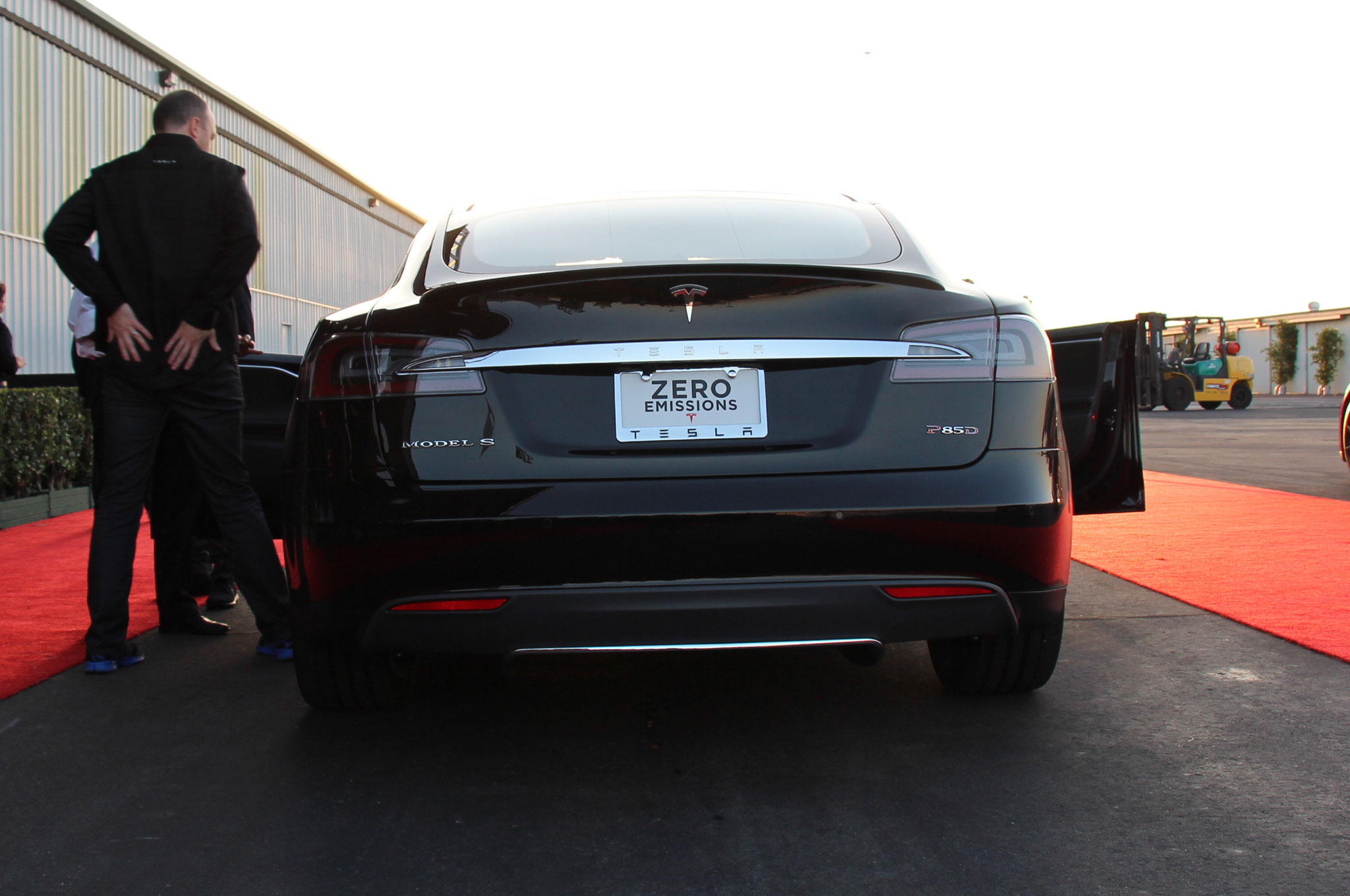 2015 Tesla Model S Adds All-Wheel-Drive 60D, 85D, P85D Models