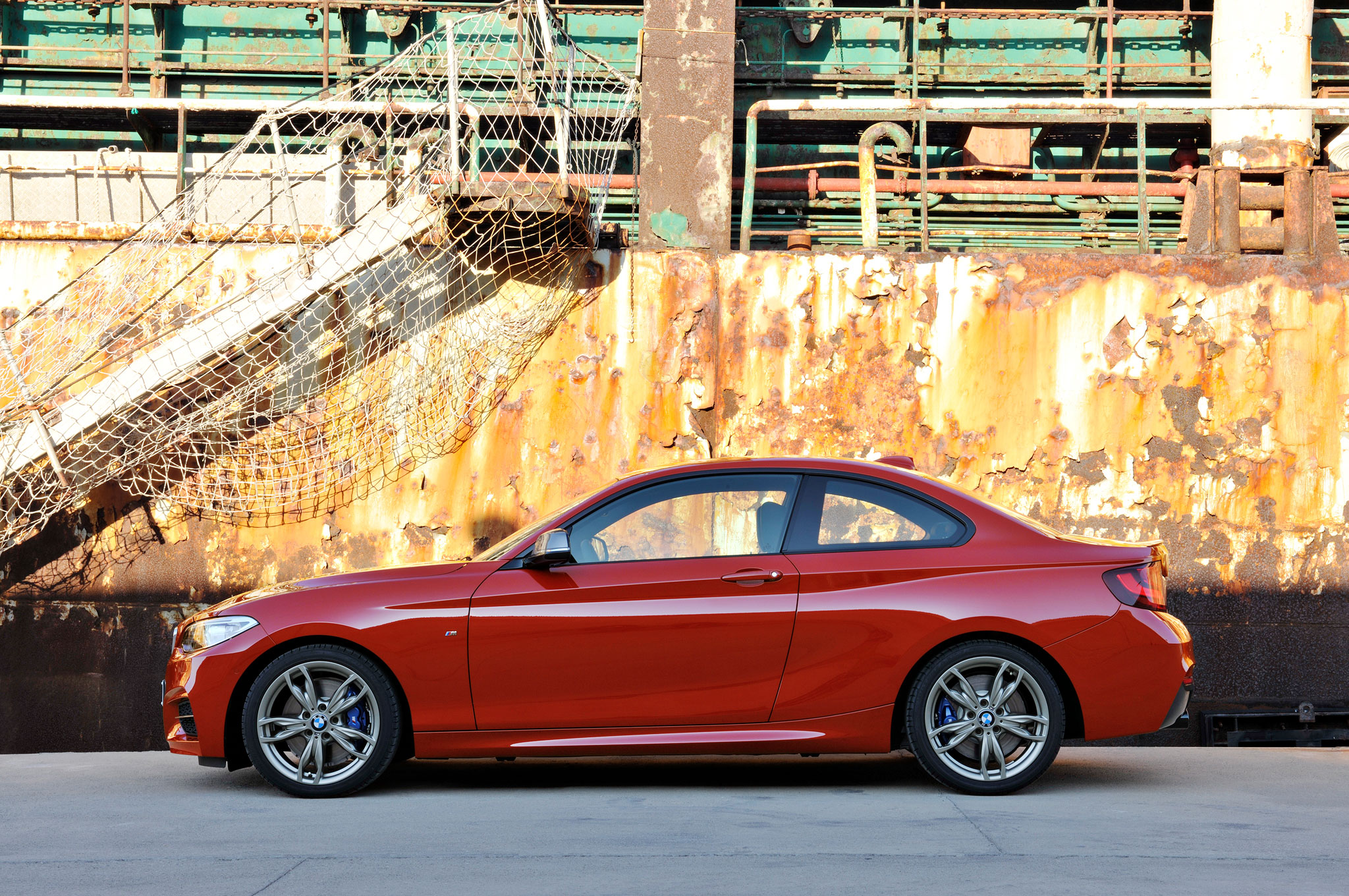 2014-BMW-2-Series-Coupe-side-02.jpg