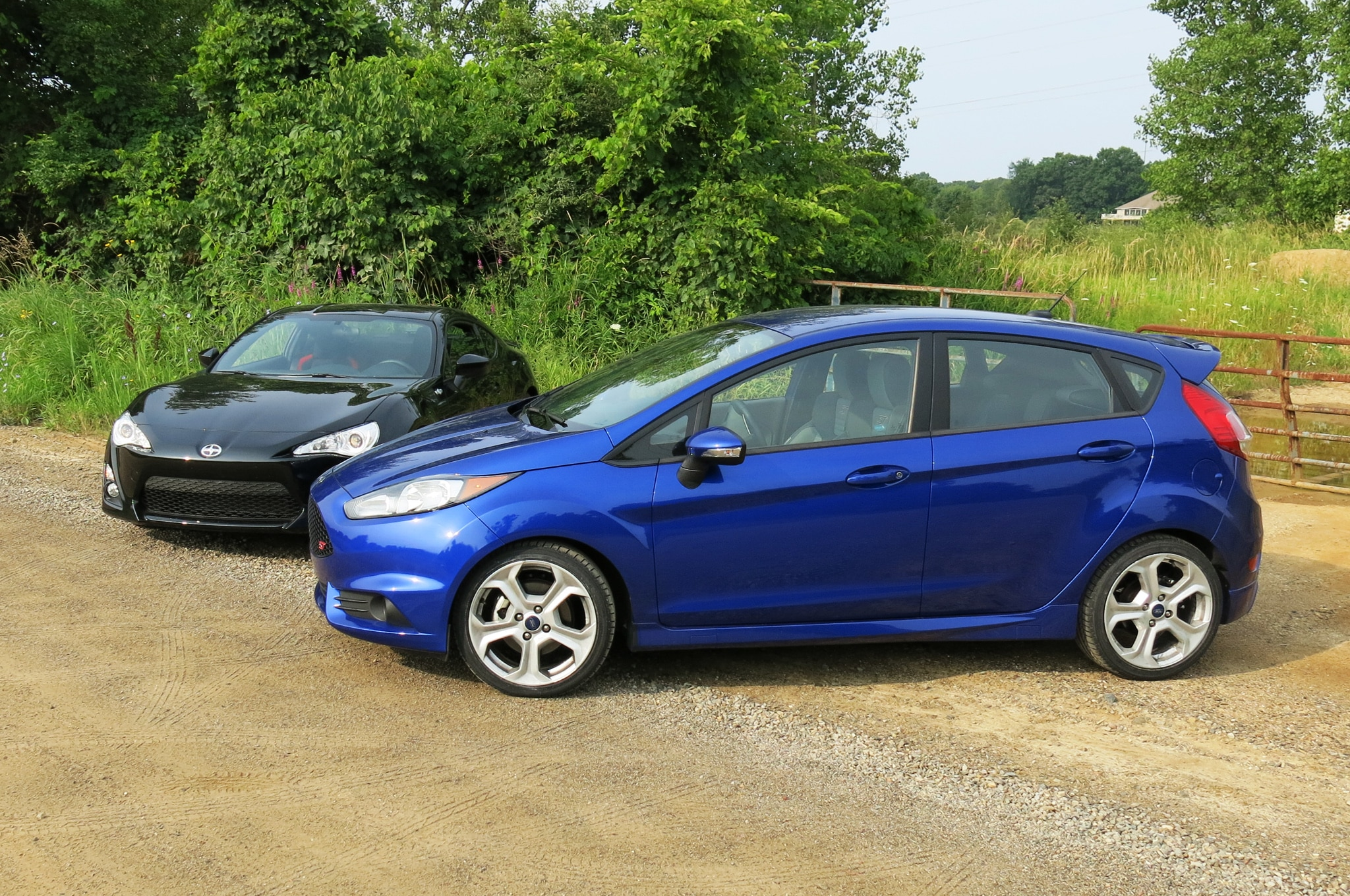 2014 ford fiesta st more fun than a scion fr s. Black Bedroom Furniture Sets. Home Design Ideas