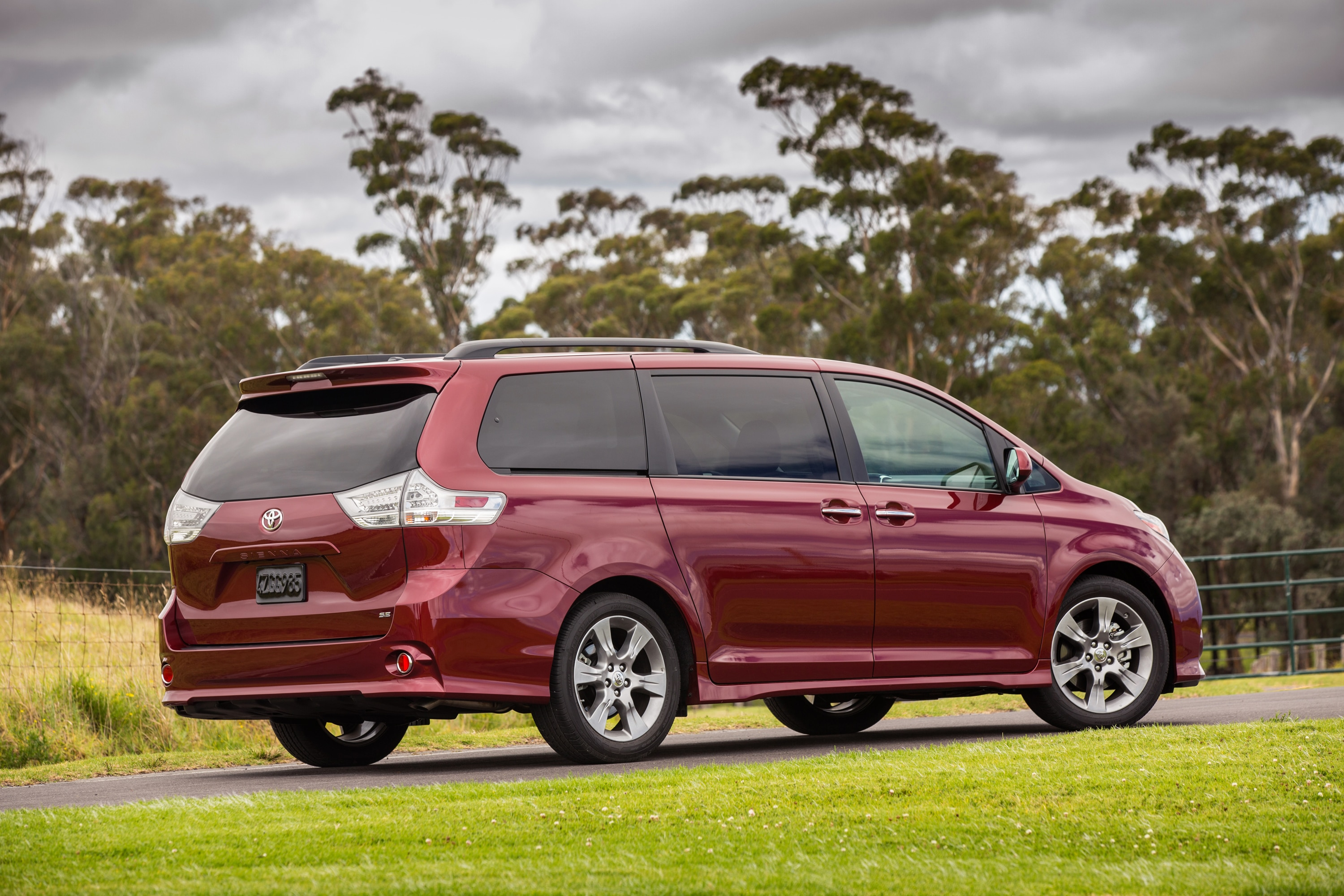 start toyota tour xle youtube and review watch sienna up