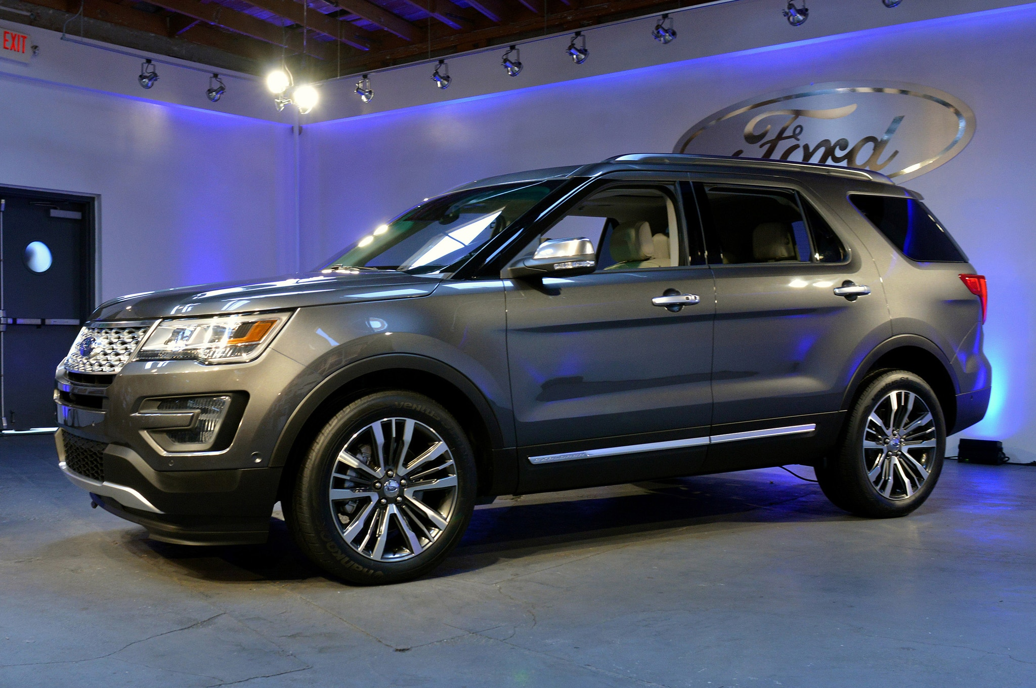2016 ford explorer side profile