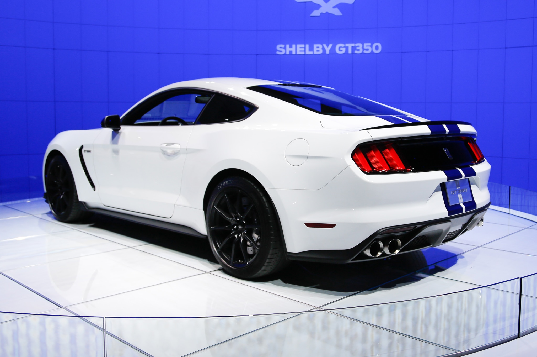 ford shelby gt350 mustang hits l a with 5 2 liter flat. Black Bedroom Furniture Sets. Home Design Ideas