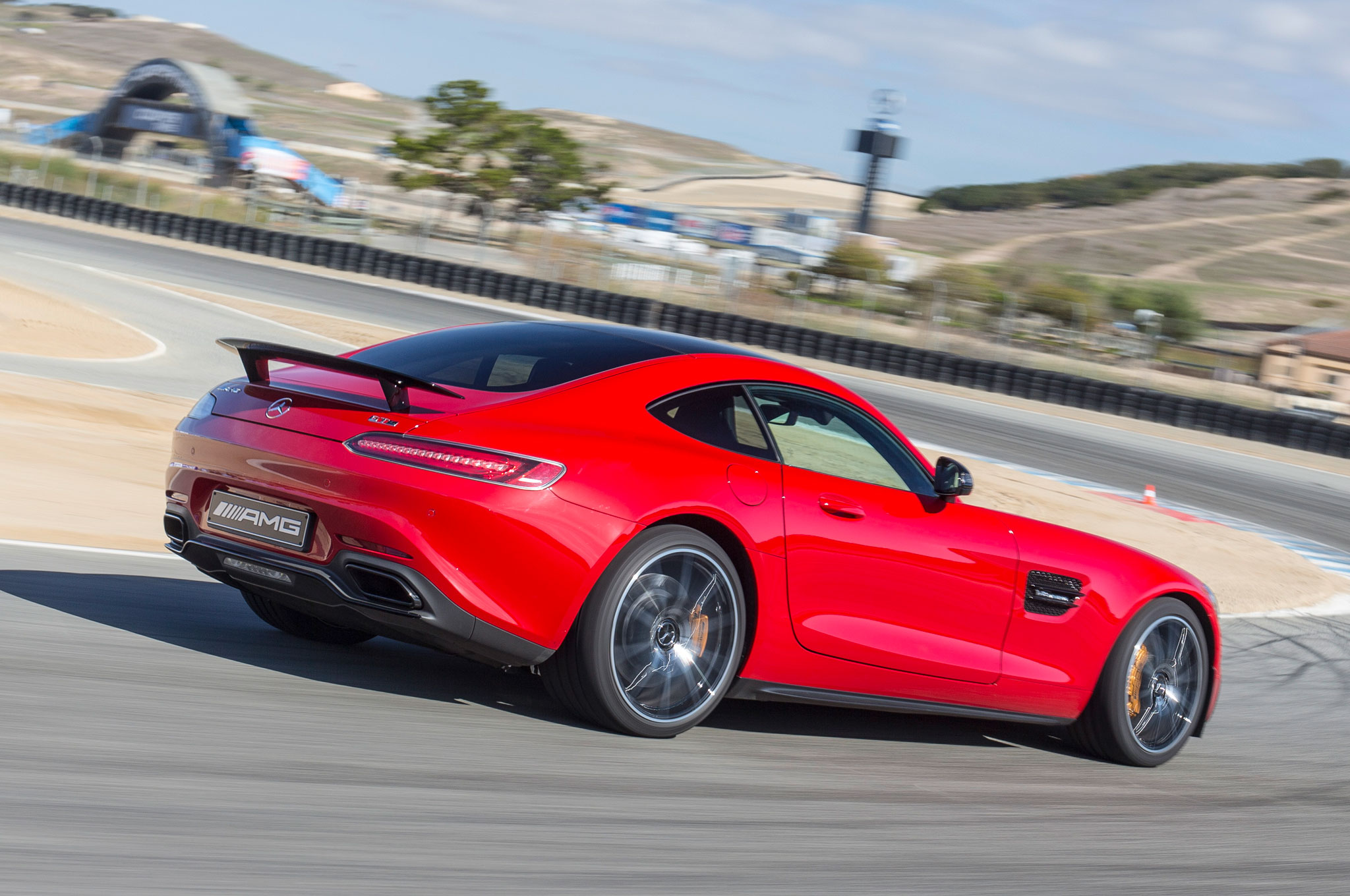 http://st.automobilemag.com/uploads/sites/11/2014/11/2016-Mercedes-AMG-GT-S-Edition-1-rear-three-quarter-in-motion-5.JPG.jpg