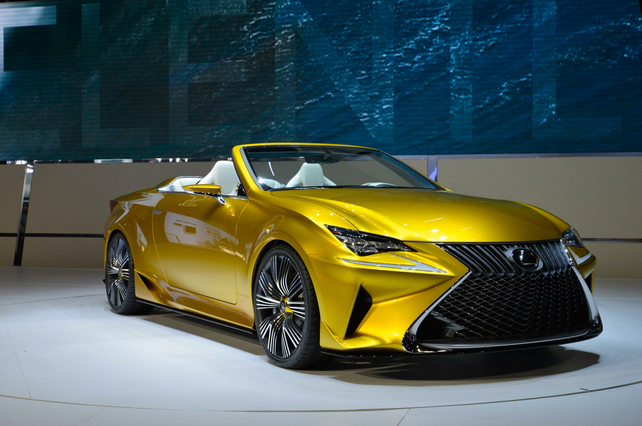 lexus lf c2 concept hits l a likely previews rc convertible. Black Bedroom Furniture Sets. Home Design Ideas
