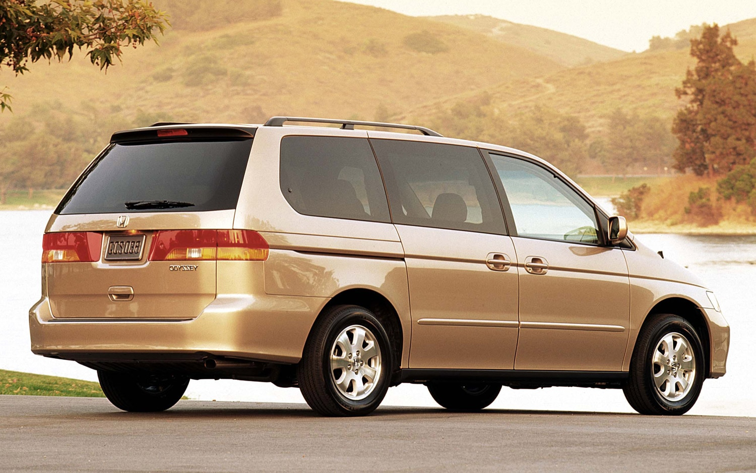 2002 Honda Odyssey Rear Three Quarter