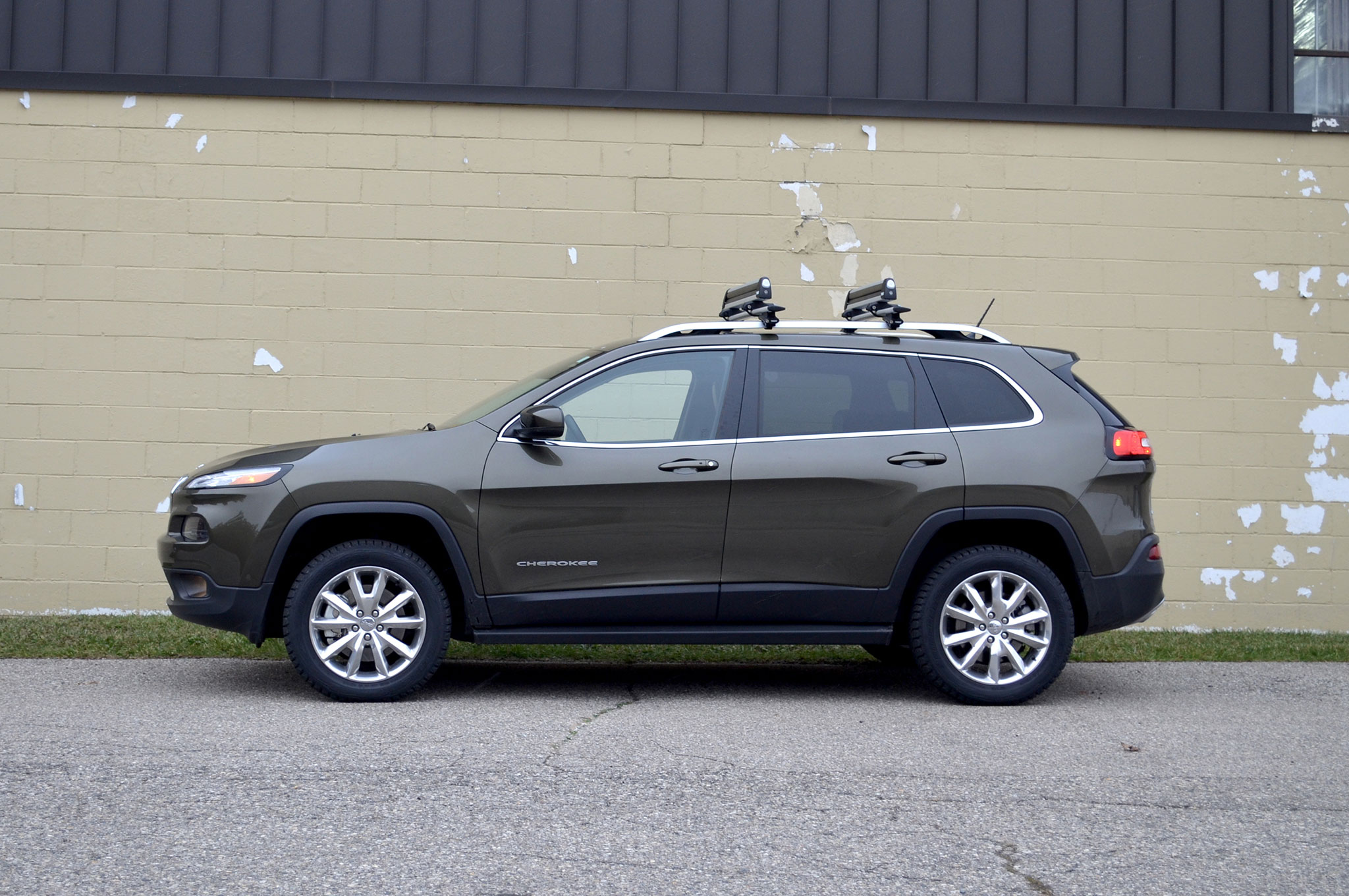 2014 Jeep Cherokee Limited With Roof Racks Profile