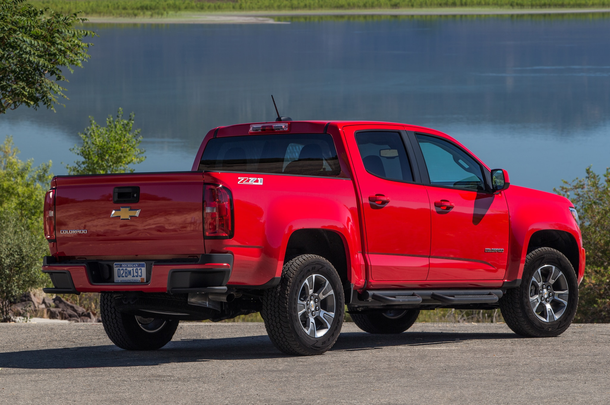 2015 chevrolet colorado wins motor trend truck of the year honors