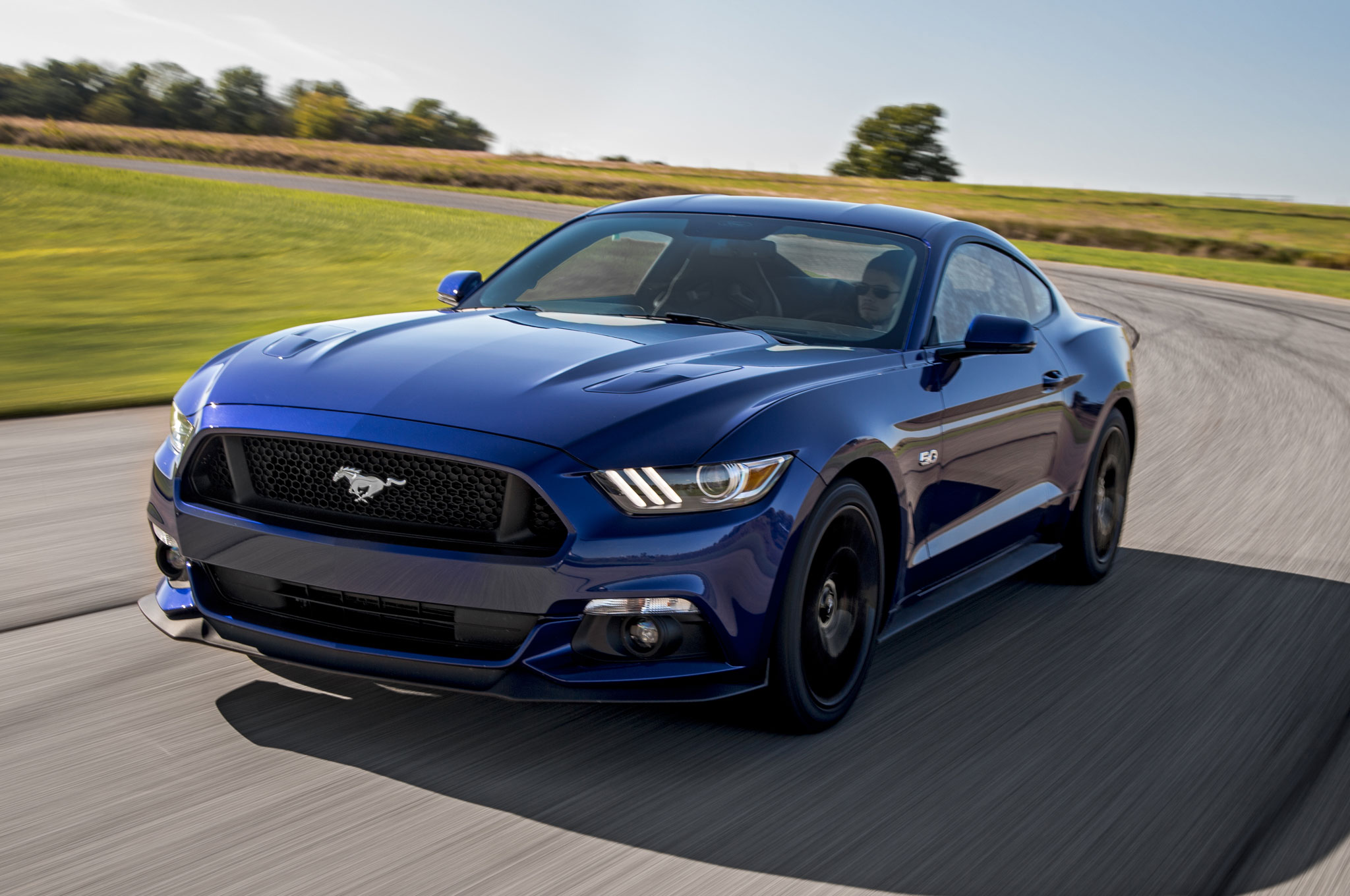 2015 ford mustang gt premium front three quarter in motion - Ford Mustang 2015 Blue