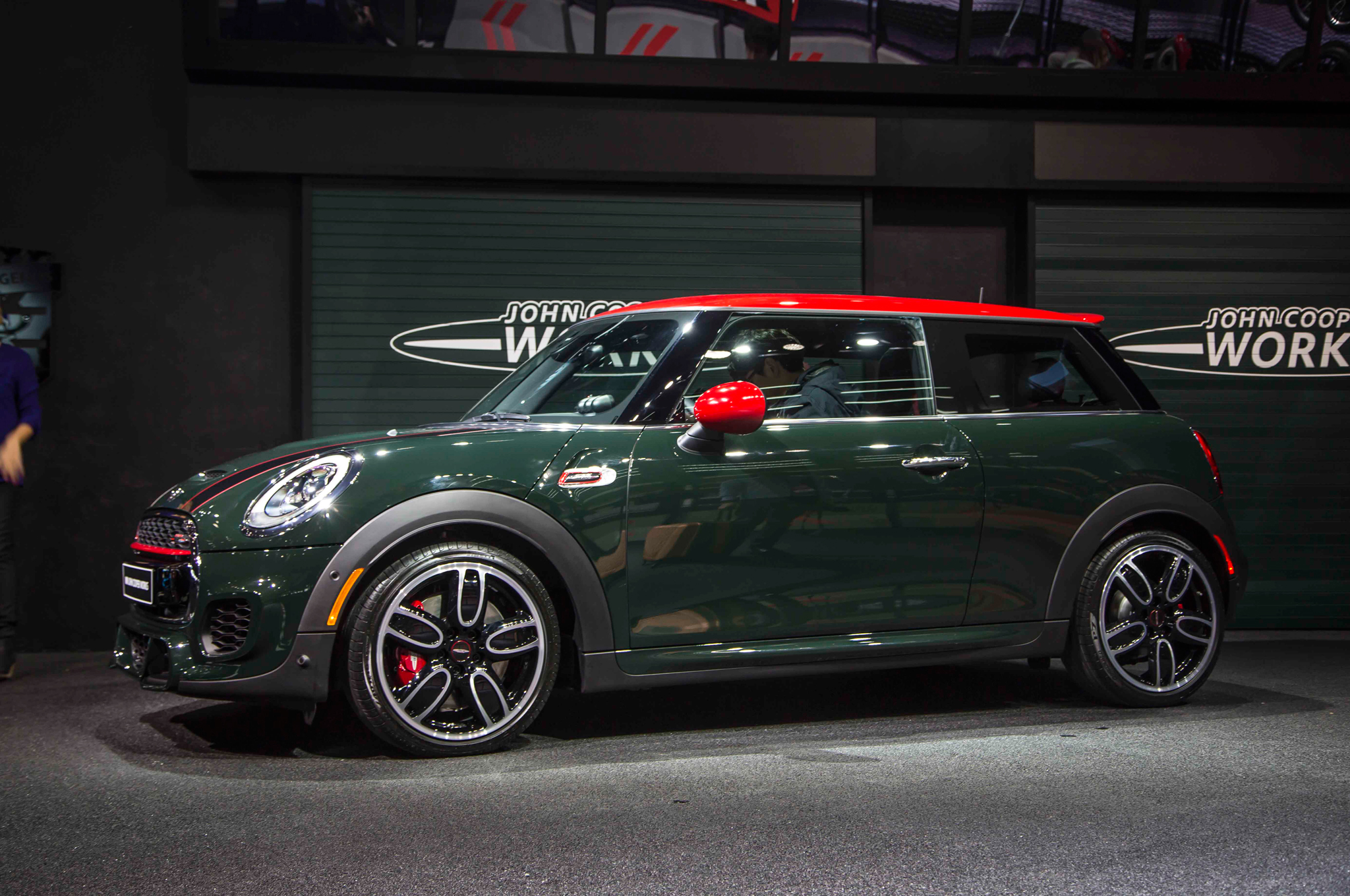 2015 mini john cooper works hardtop shown before detroit debut. Black Bedroom Furniture Sets. Home Design Ideas