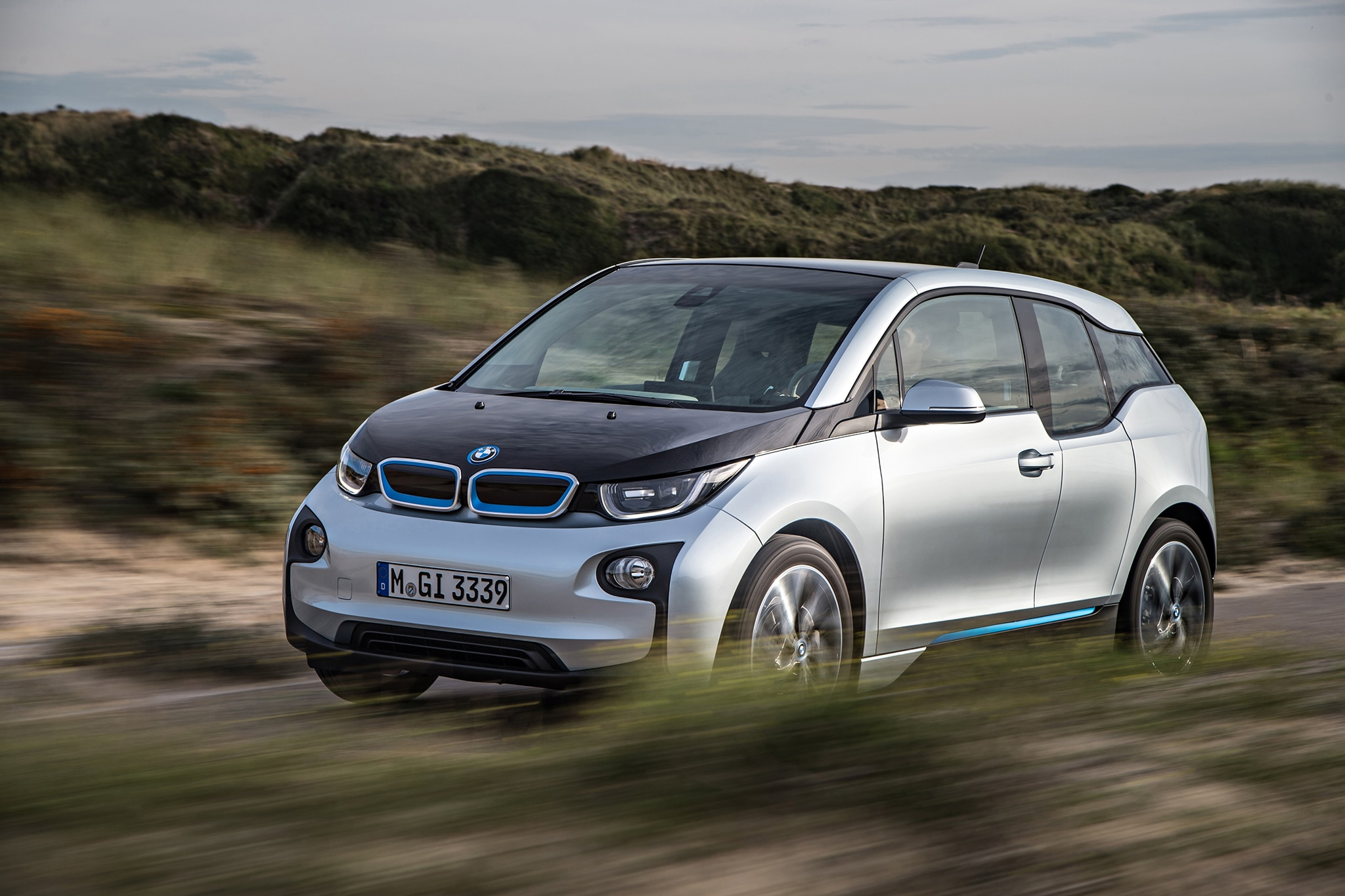 2014 BMW I3 EDrive Drivers Side View In Motion1